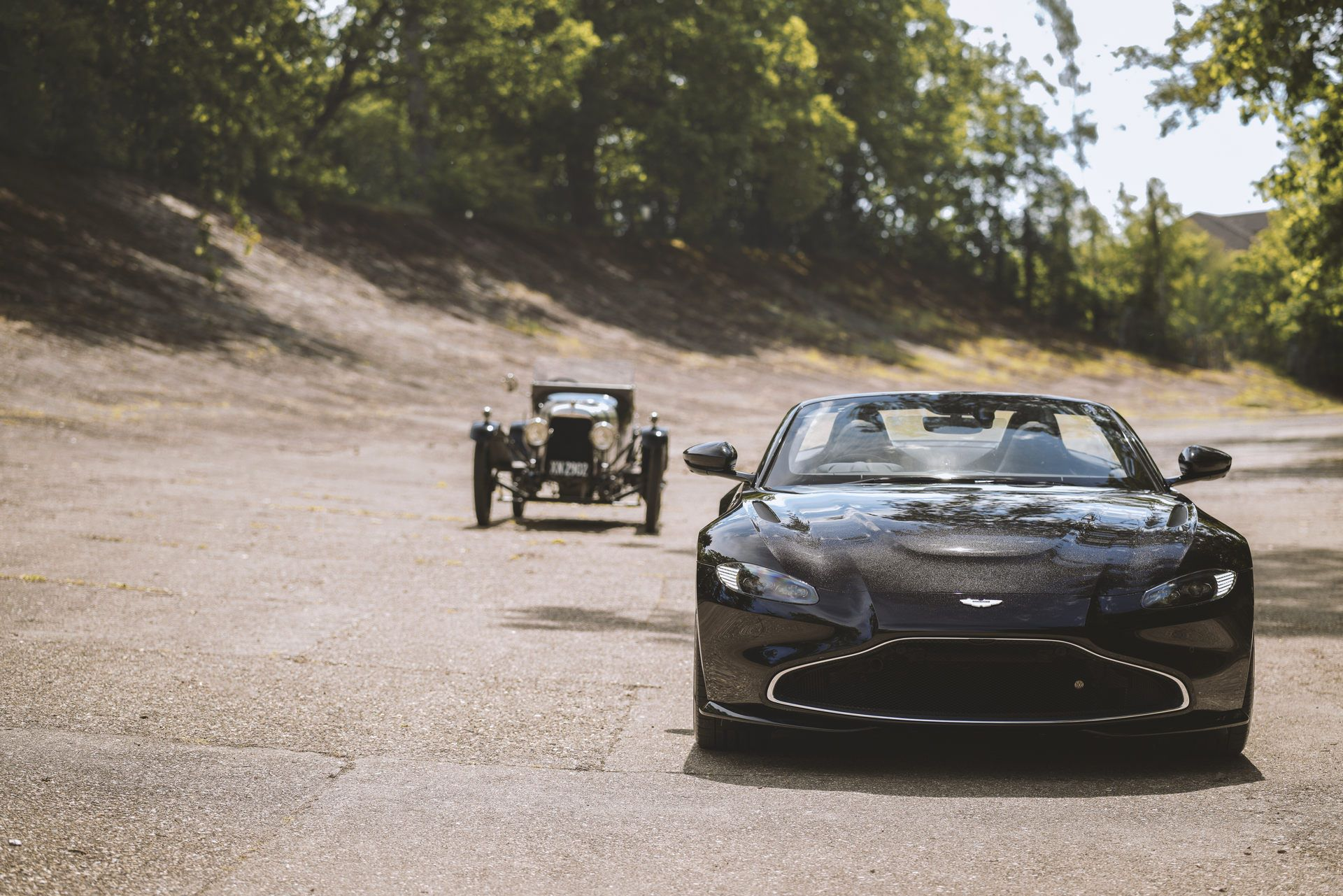 Aston-Martin-Vantage-Roadster-A3-4
