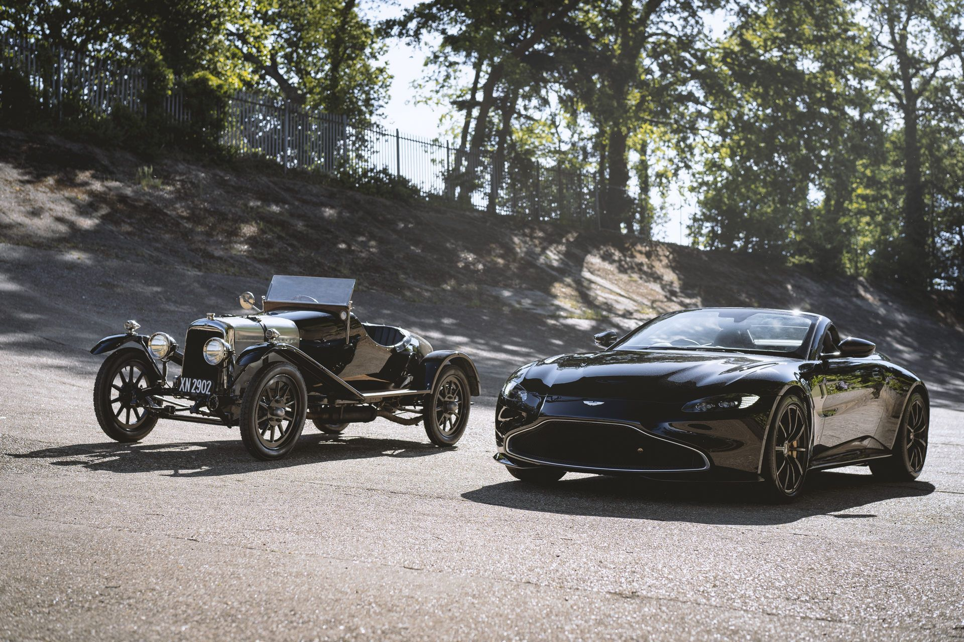 Aston-Martin-Vantage-Roadster-A3-6