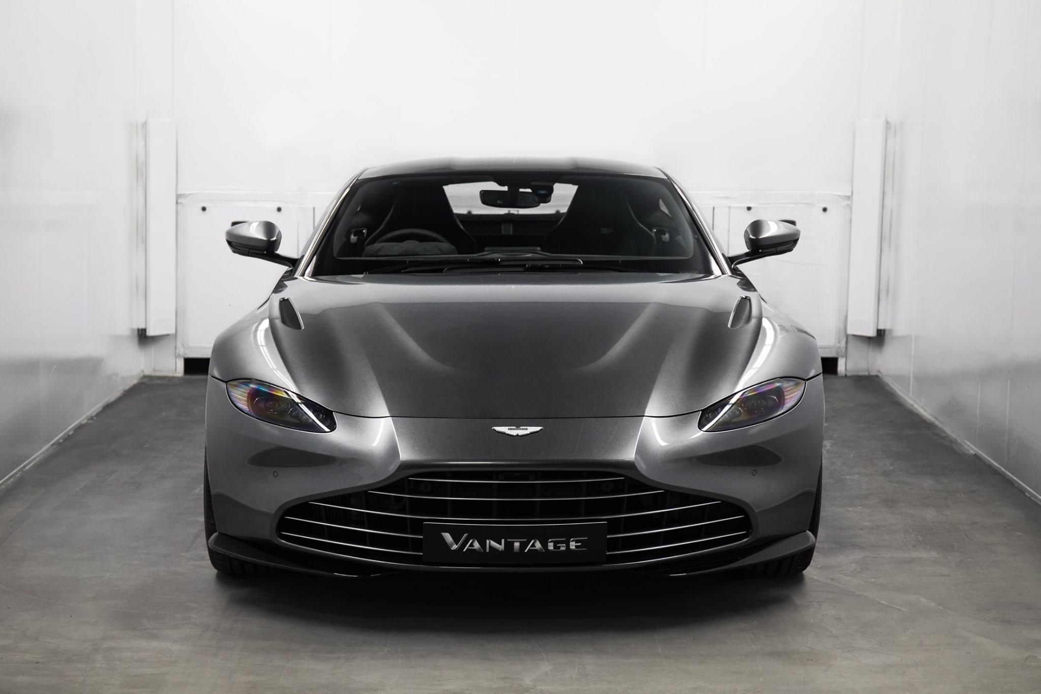 Aston_Martin_Vantage_Vane_grille_0009