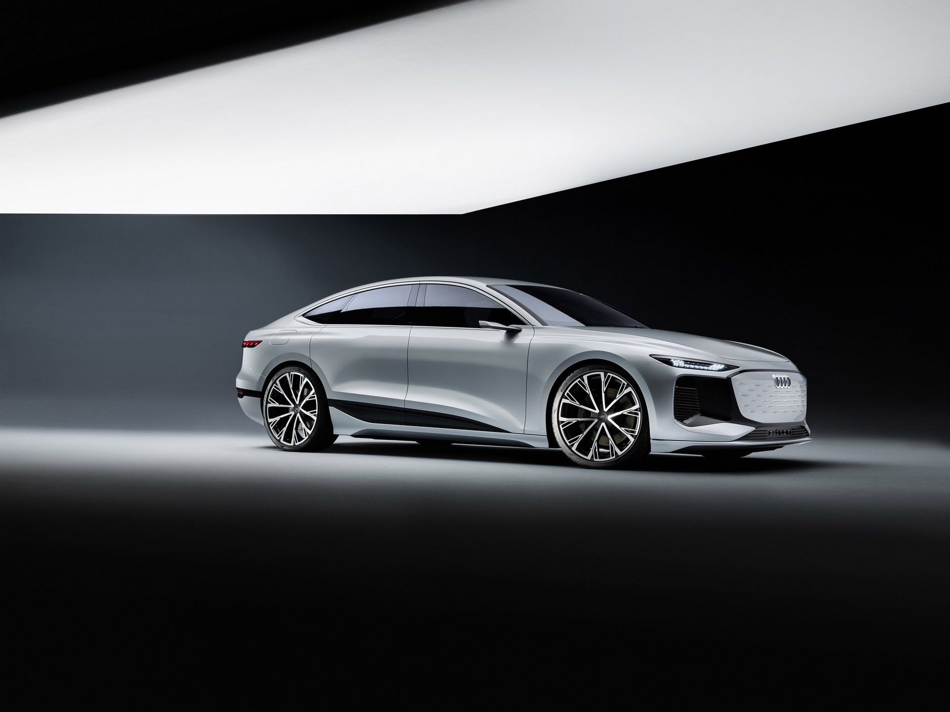 Audi-A6-e-tron-concept-38