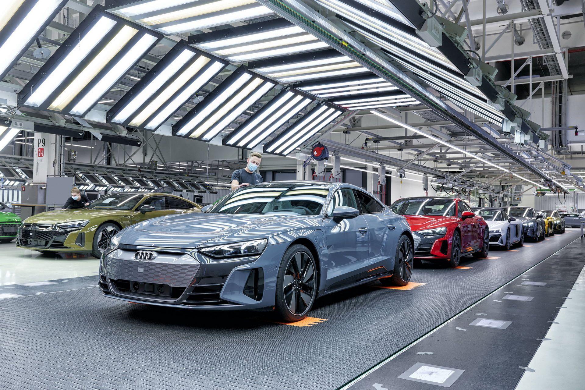 1_2022-Audi-e-tron-GT-plant-20