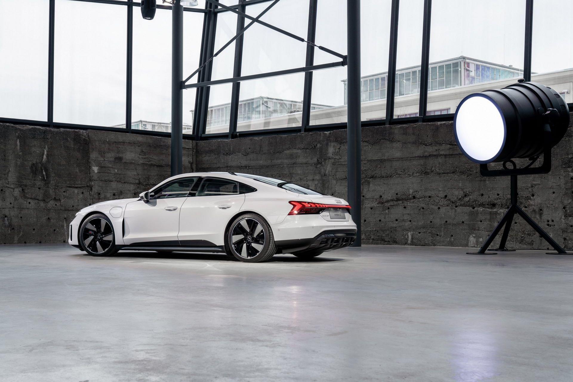 2022-Audi-e-tron-GT-14