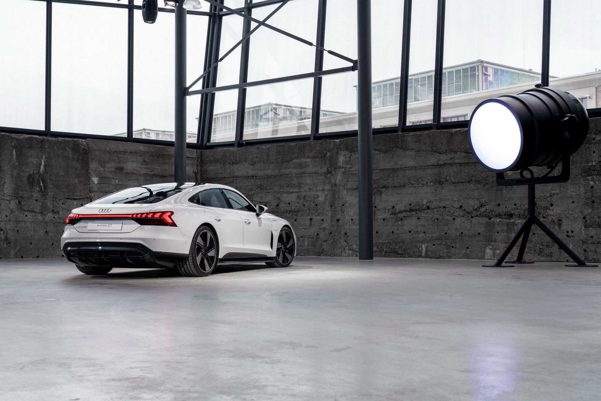2022-Audi-e-tron-GT-15