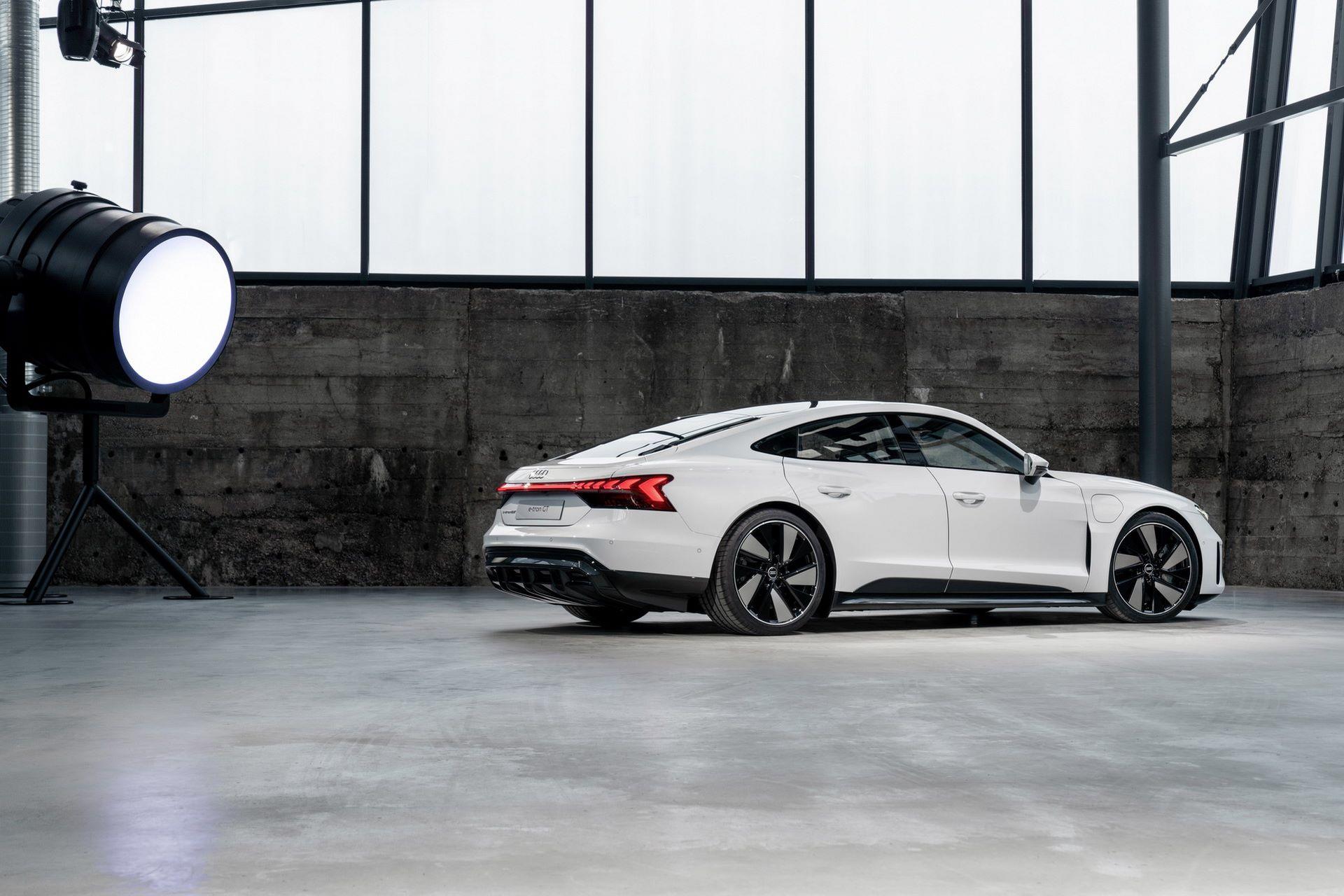 2022-Audi-e-tron-GT-16