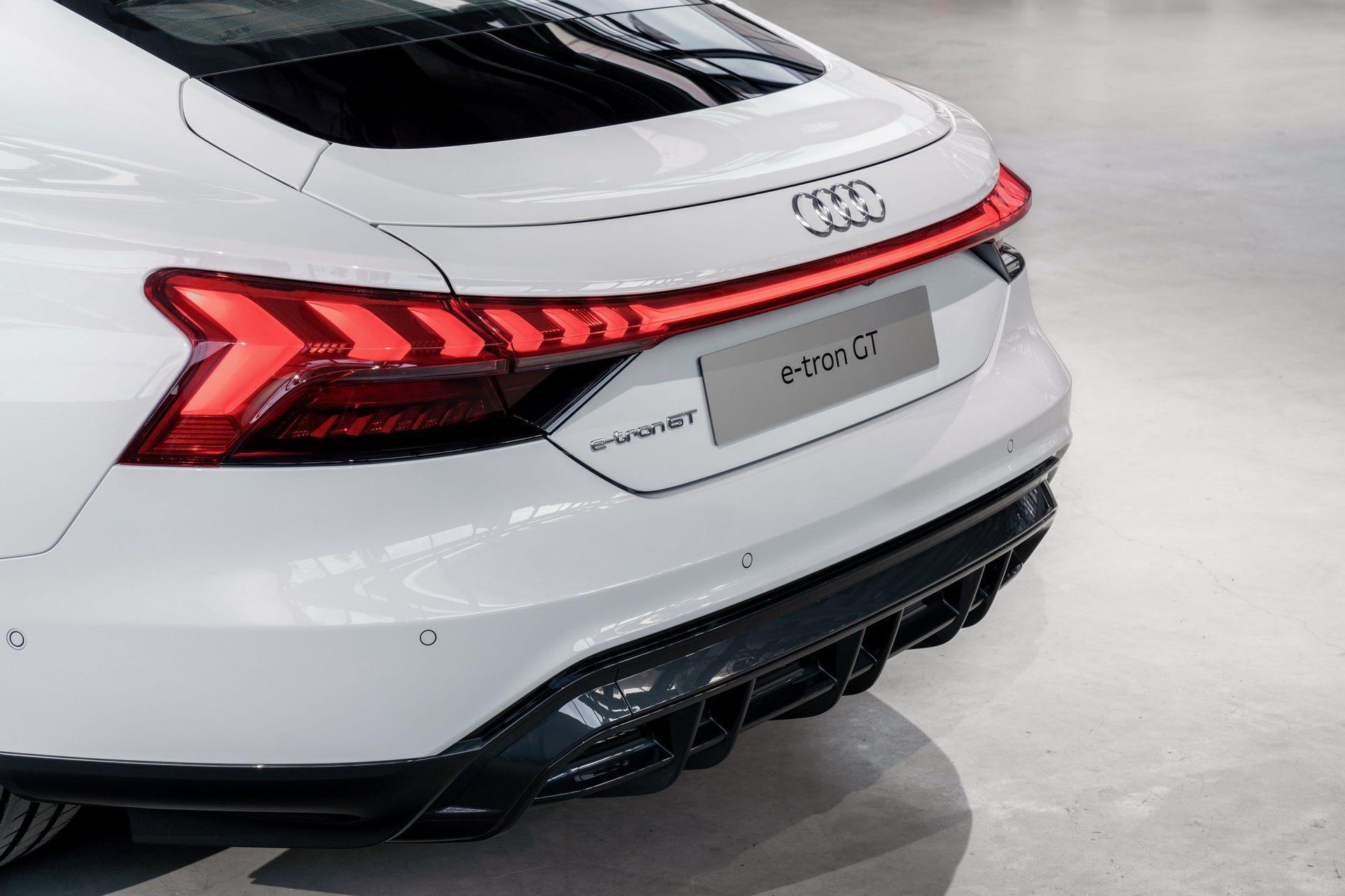 2022-Audi-e-tron-GT-18