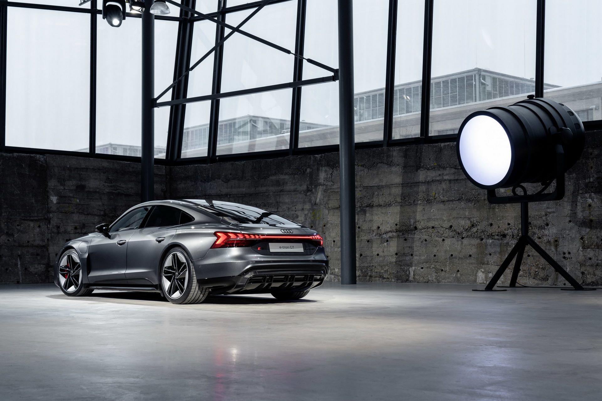 2022-Audi-e-tron-GT-27