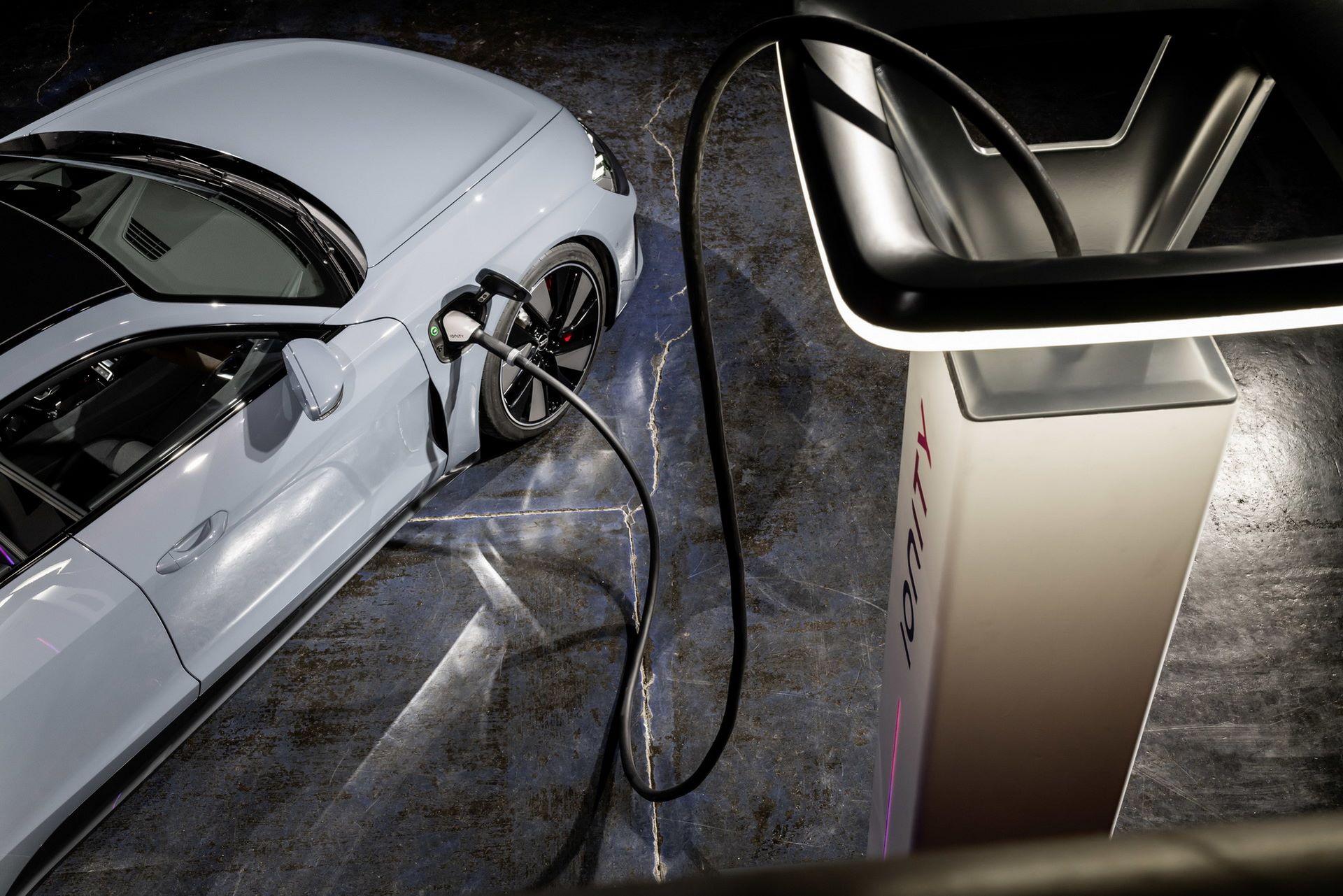 2022-Audi-e-tron-GT-58