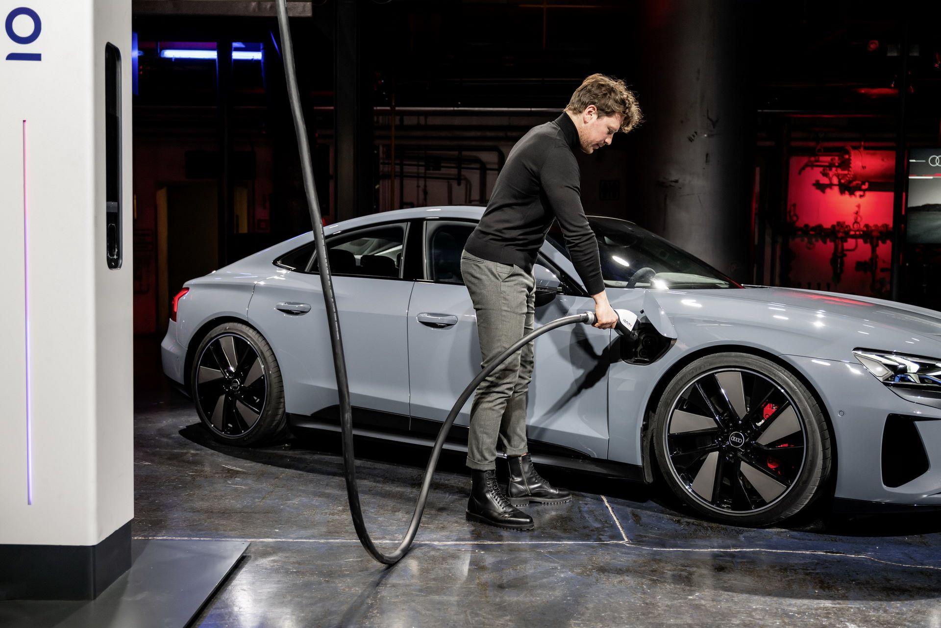 2022-Audi-e-tron-GT-59