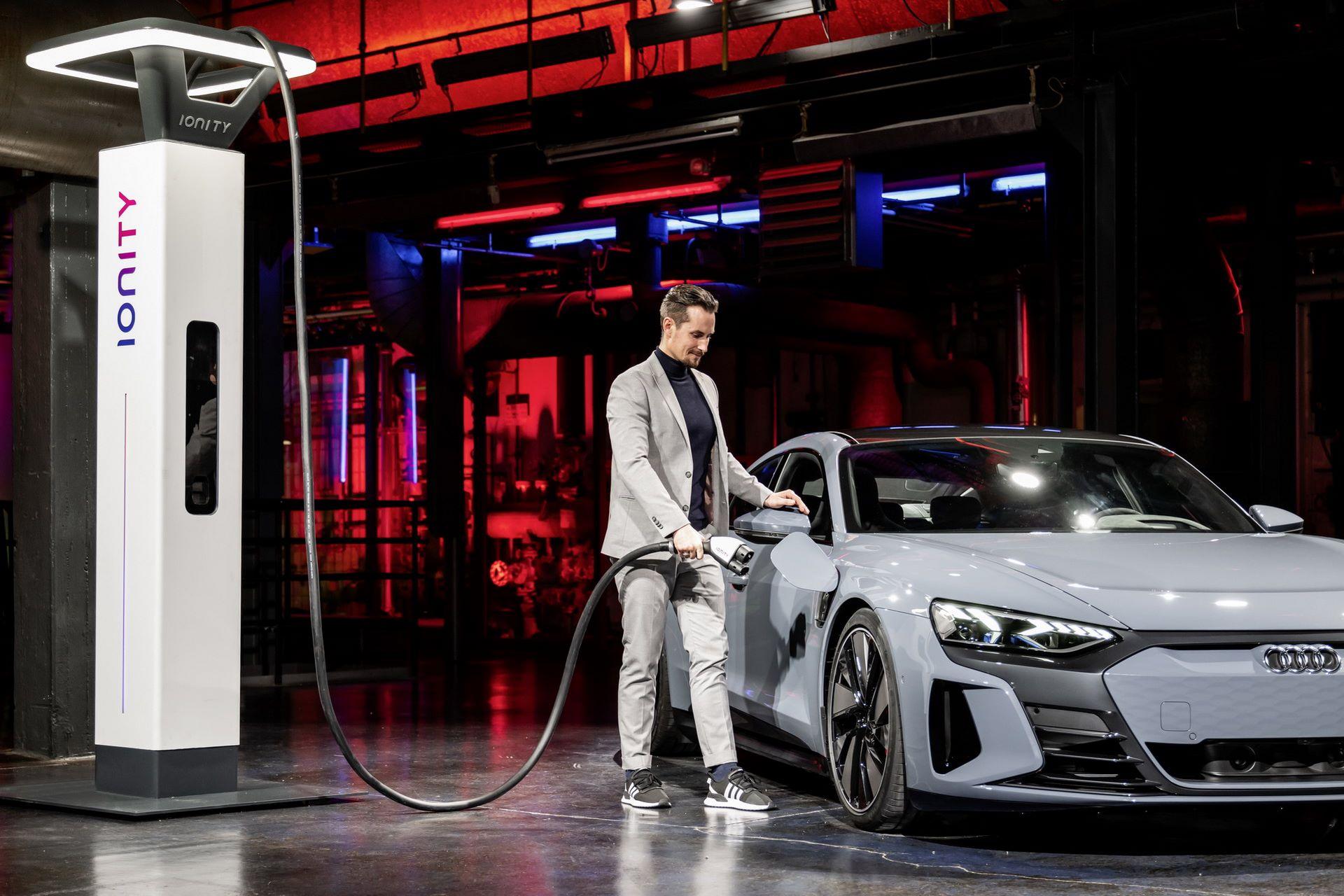 2022-Audi-e-tron-GT-61