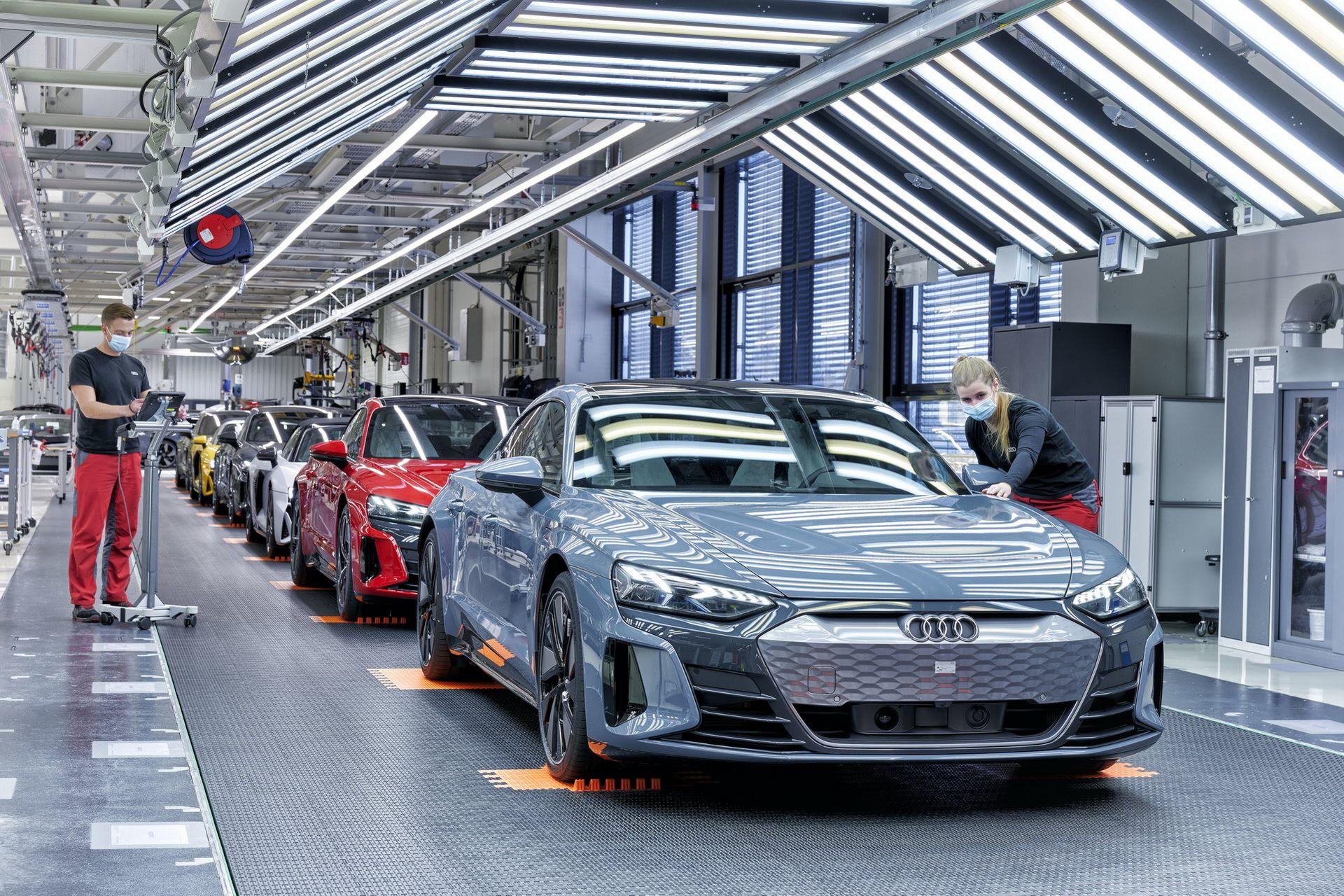 2022-Audi-e-tron-GT-plant-10