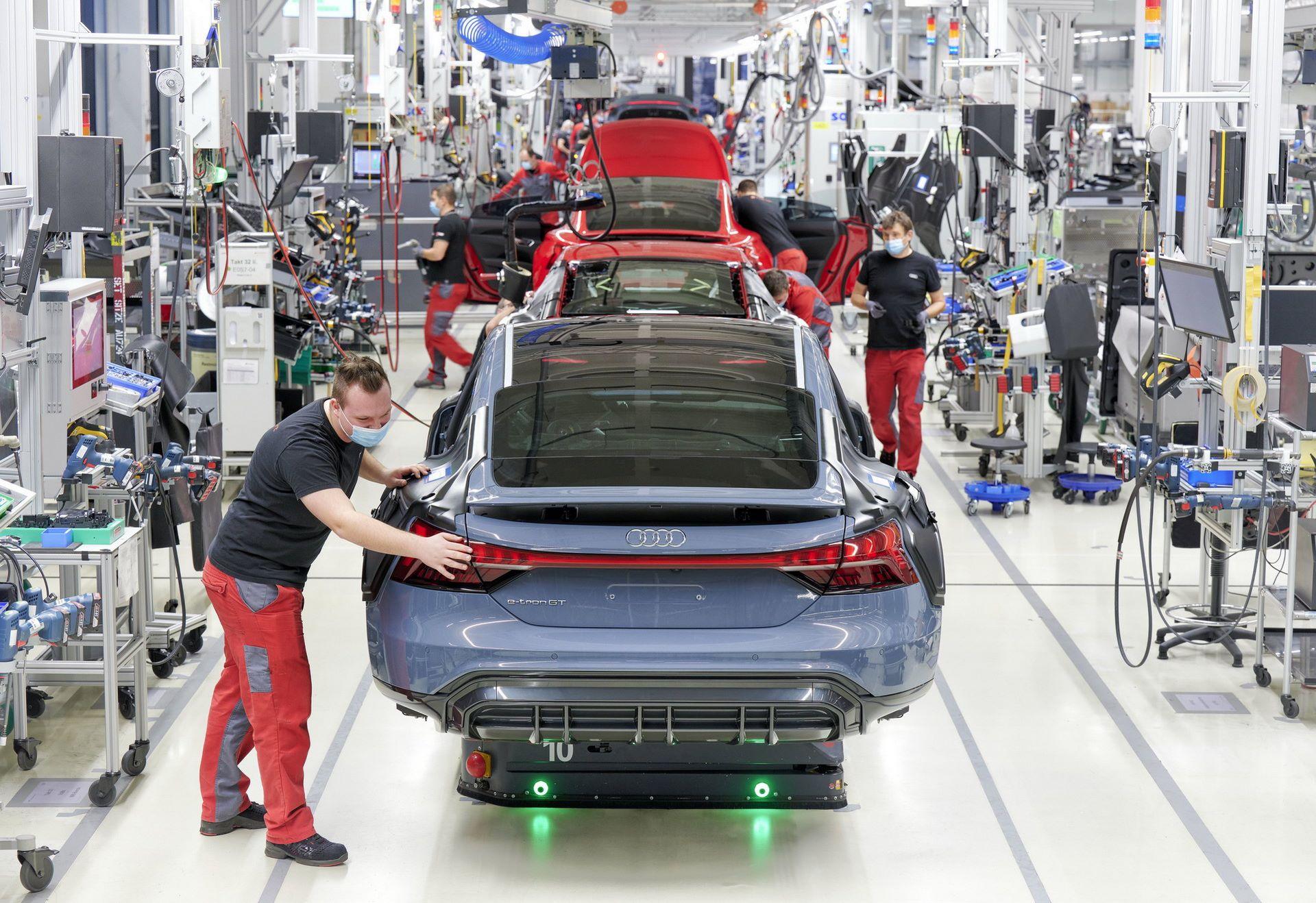 2022-Audi-e-tron-GT-plant-13