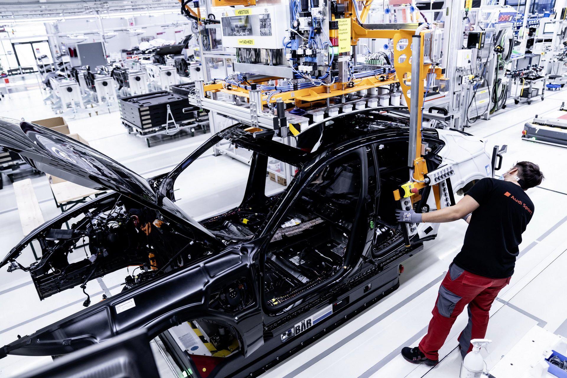 2022-Audi-e-tron-GT-plant-6