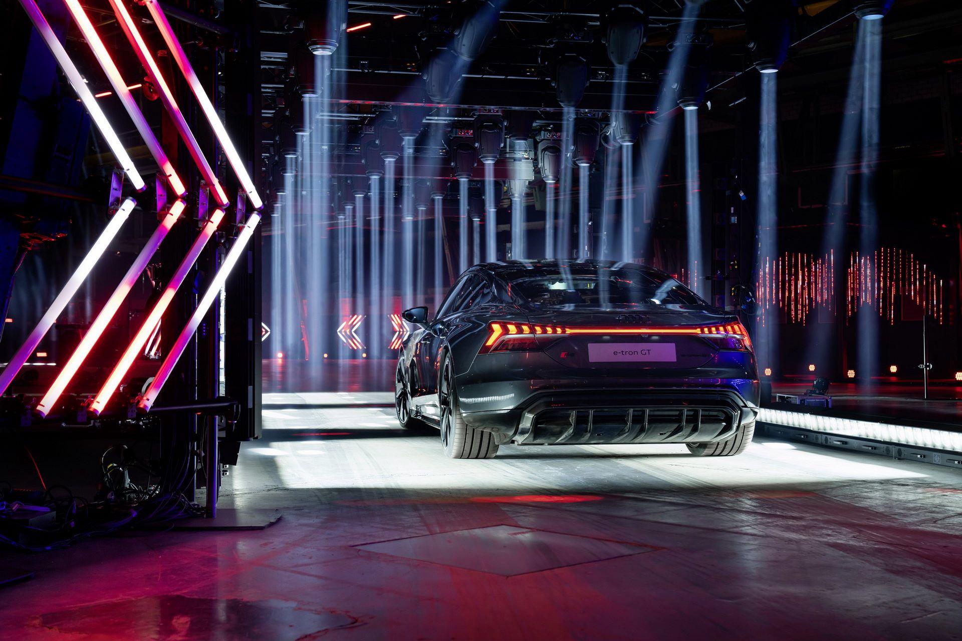 Audi-e-tron-GT-RS-16