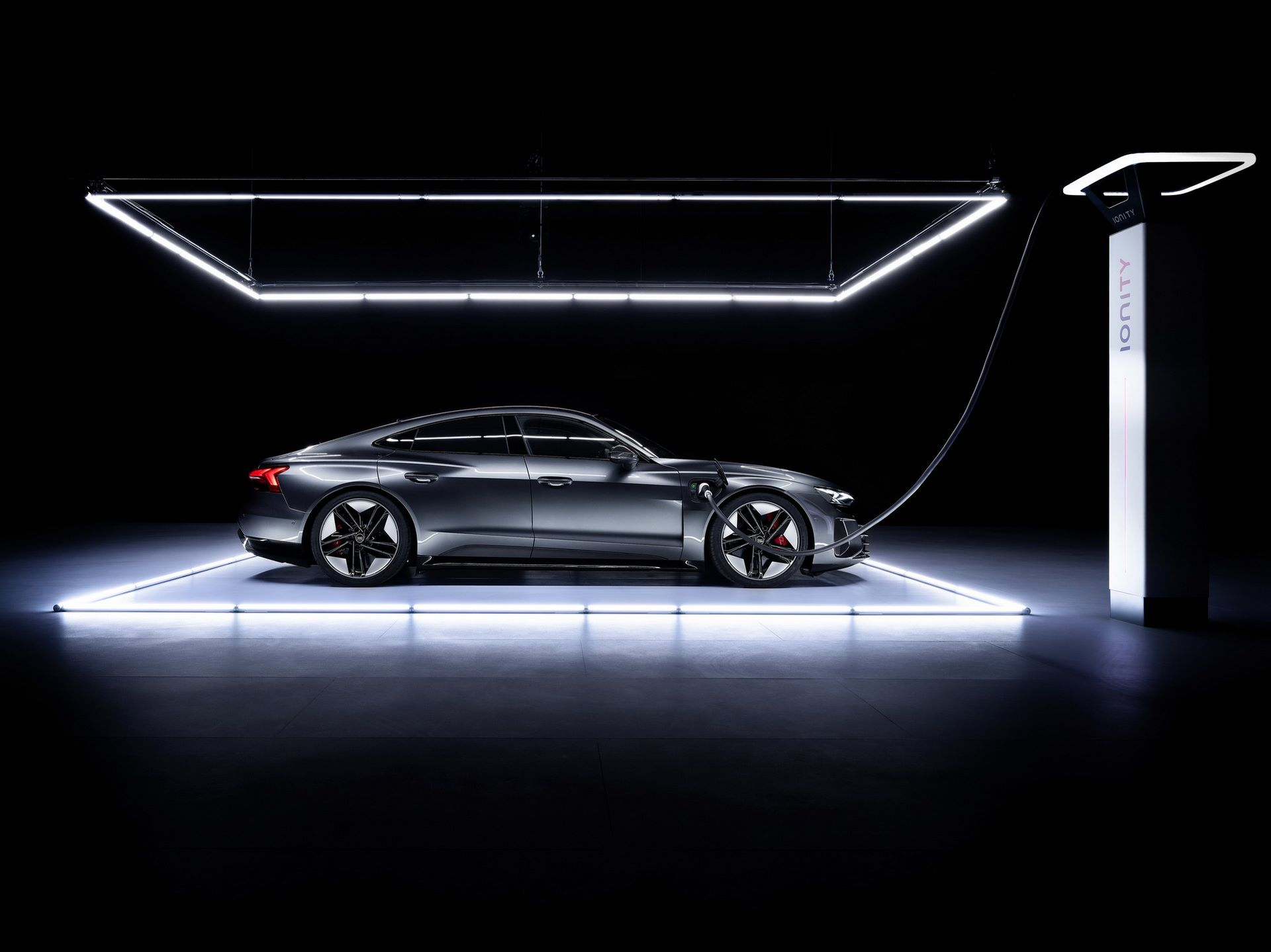 Audi-e-tron-GT-RS-8