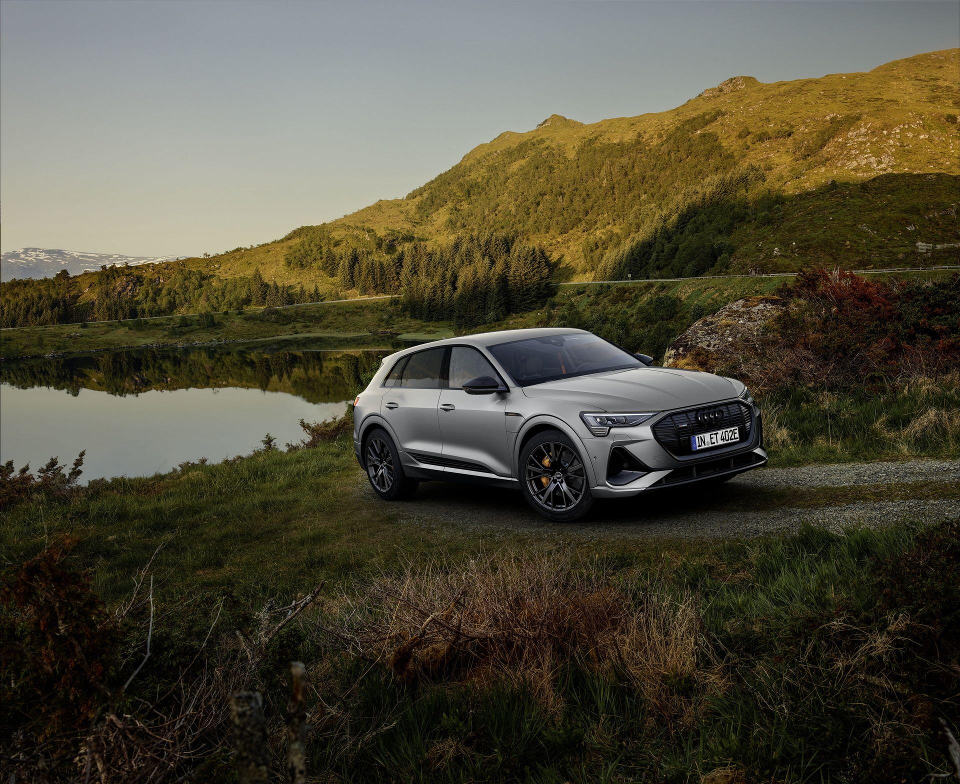 Audi-E-Tron-S-Line-Black-Edition-12
