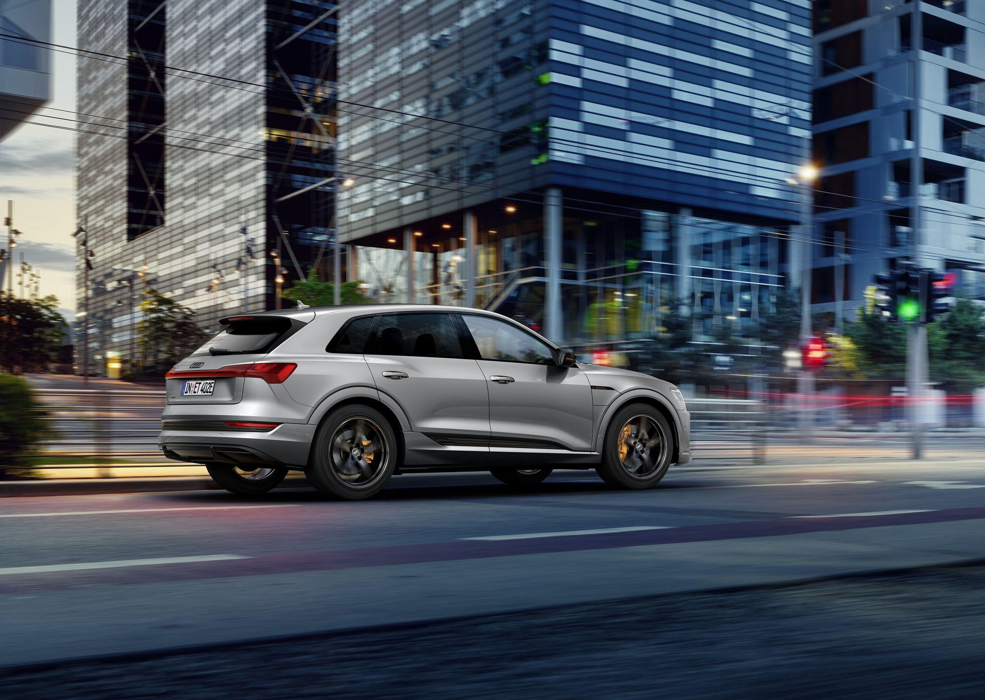 Audi-E-Tron-S-Line-Black-Edition-13