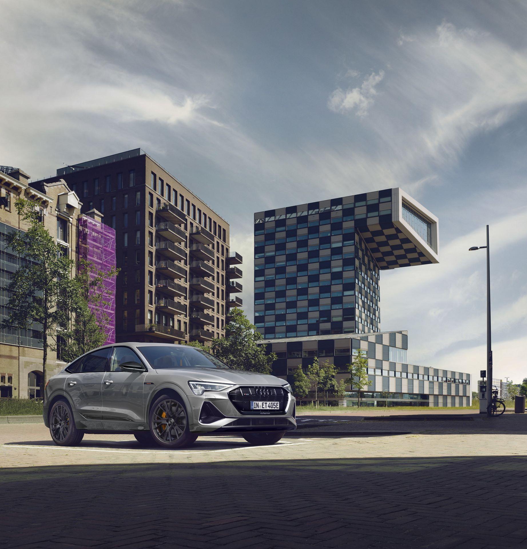 Audi-E-Tron-S-Line-Black-Edition-14