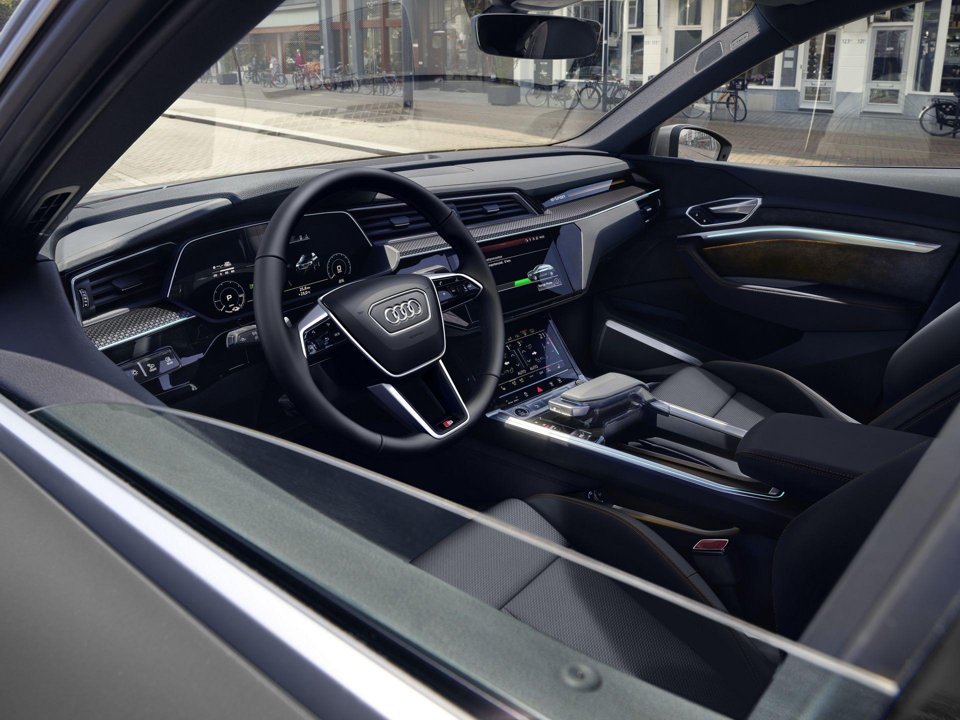 Audi-E-Tron-S-Line-Black-Edition-16