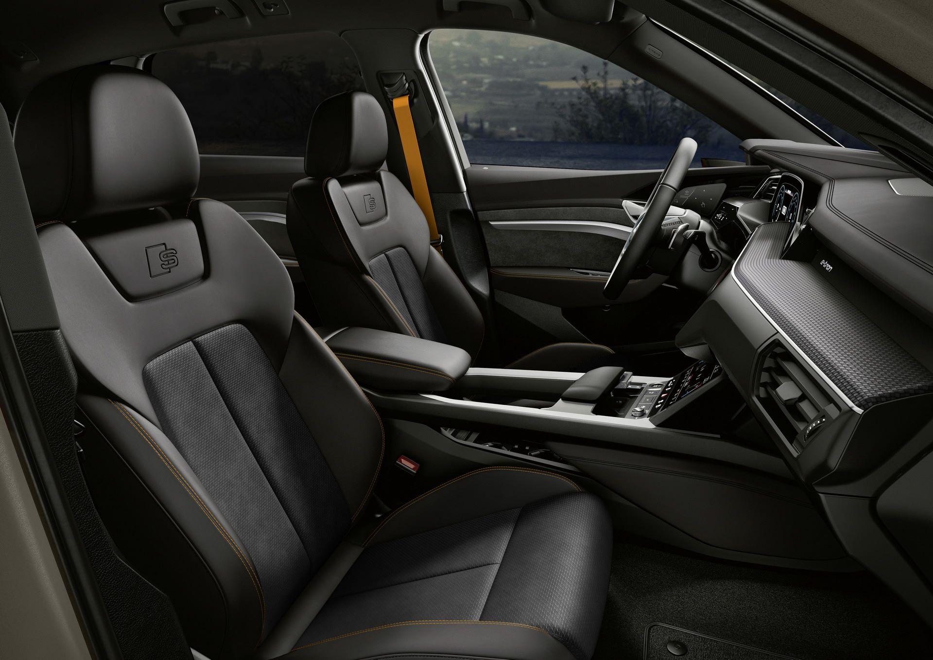 Audi-E-Tron-S-Line-Black-Edition-18
