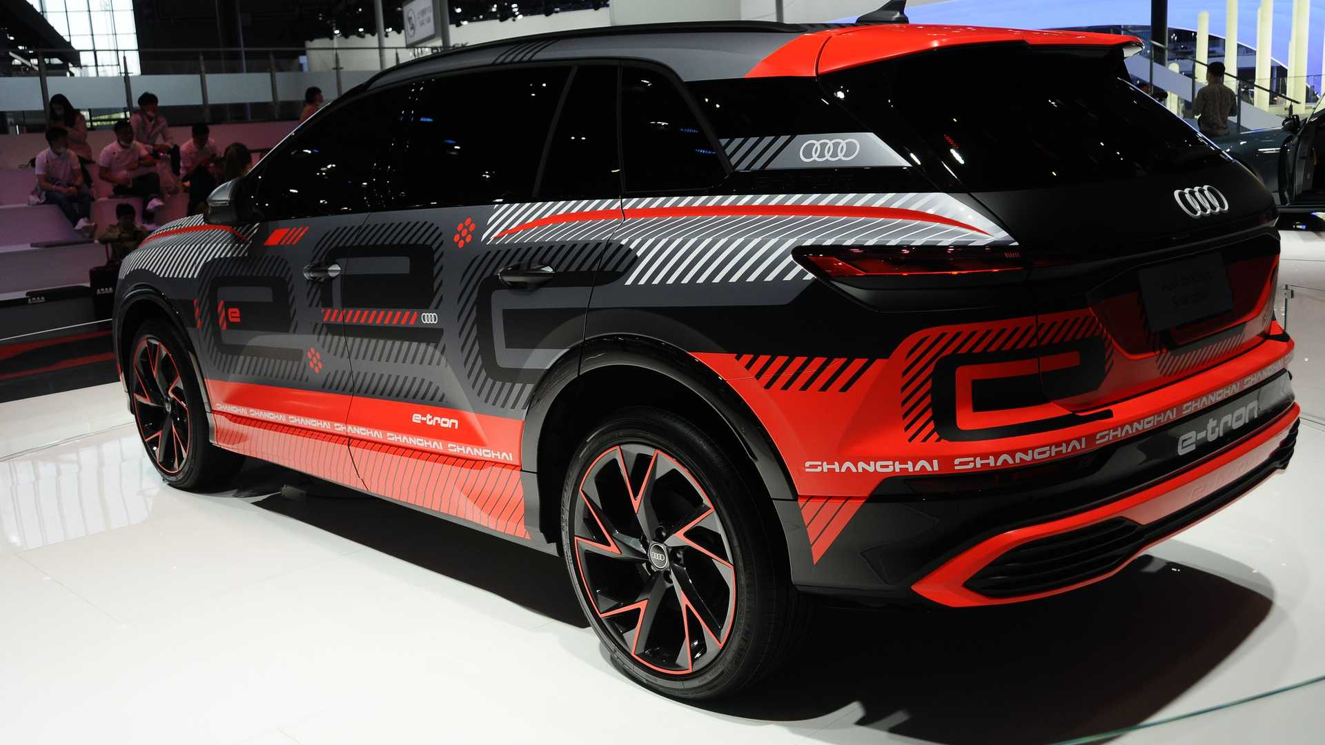 Audi-Electric-SUV-8