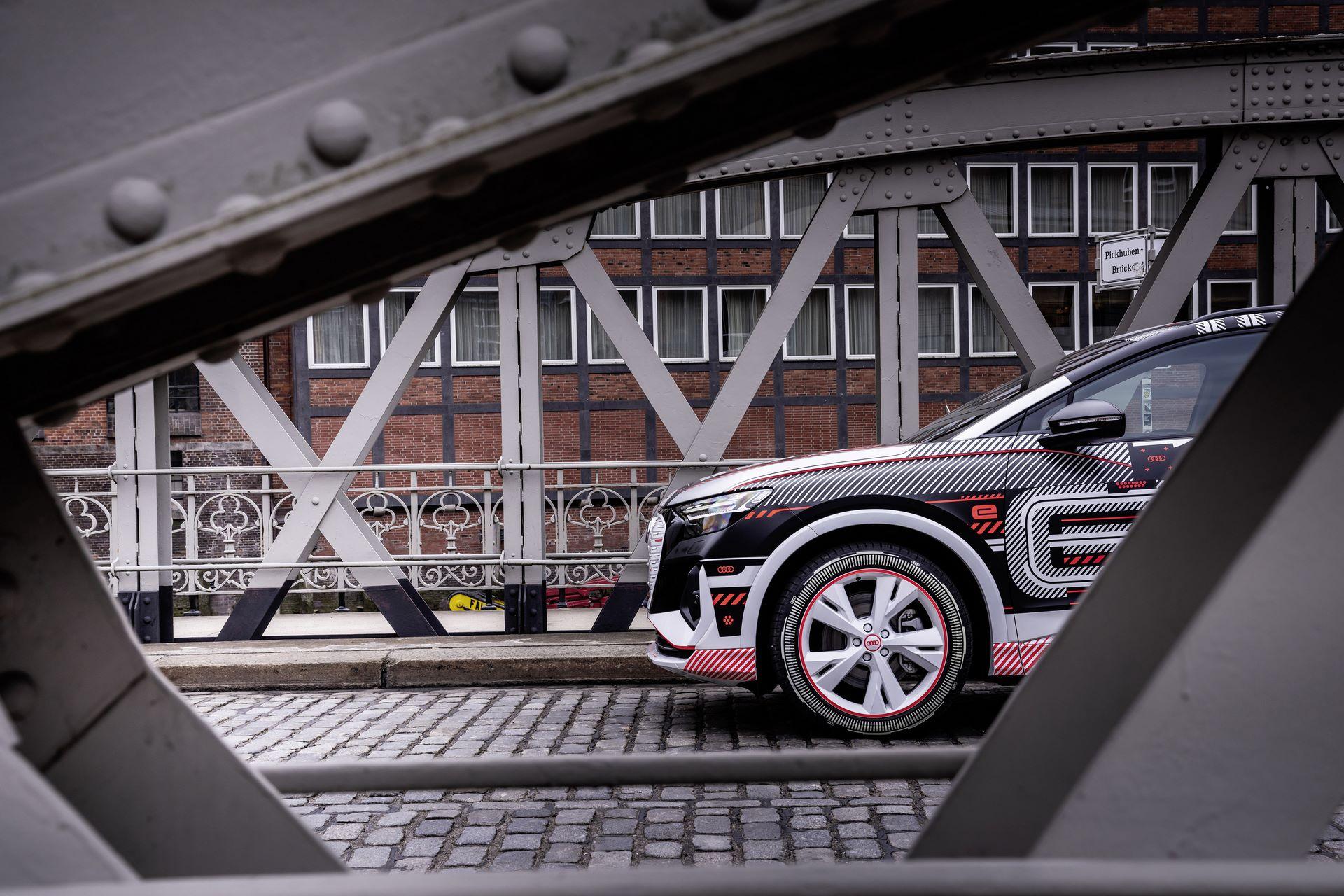 Audi-Q4-E-Tron-21