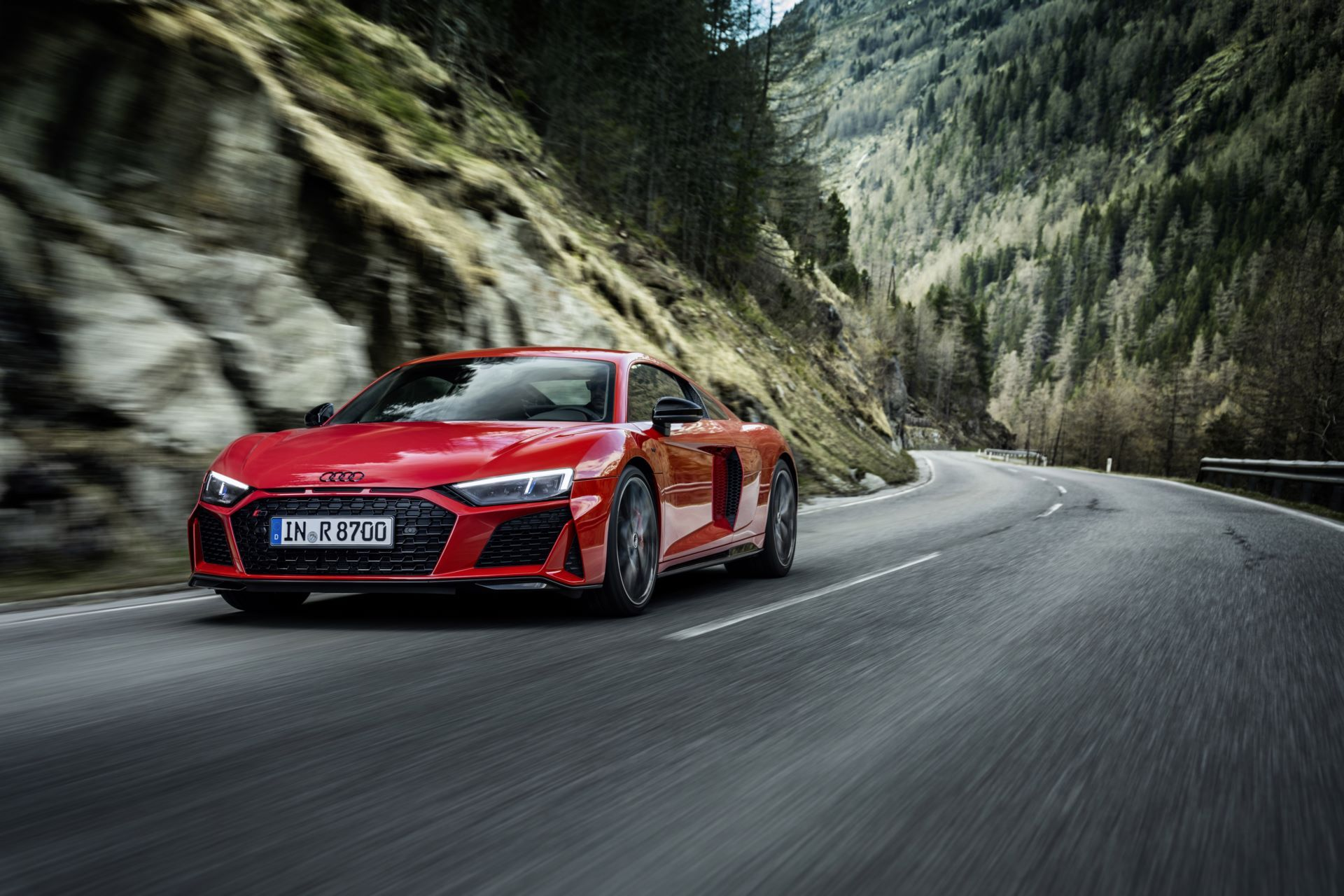 Audi-R8-V10-Performance-RWD-4