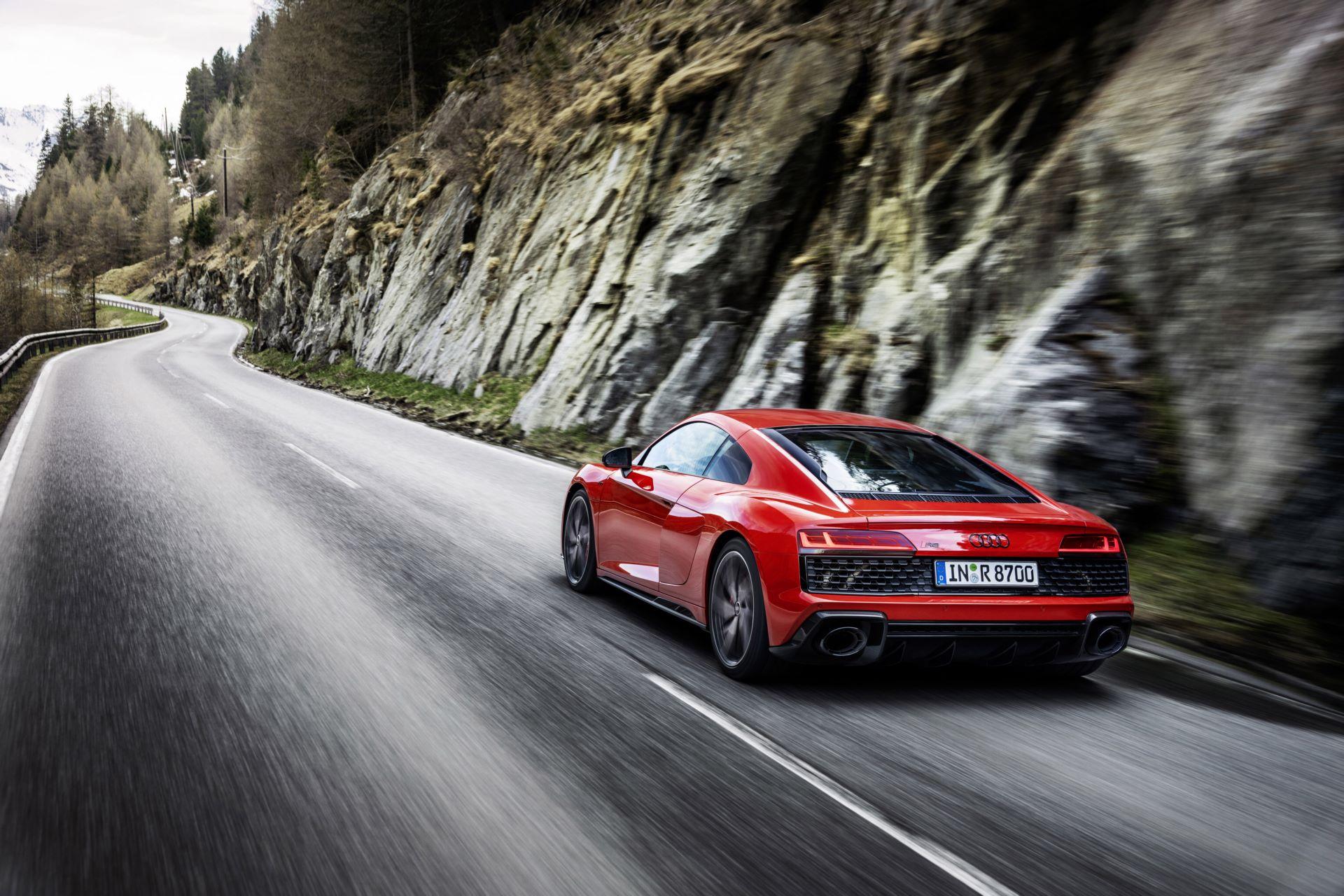 Audi-R8-V10-Performance-RWD-5