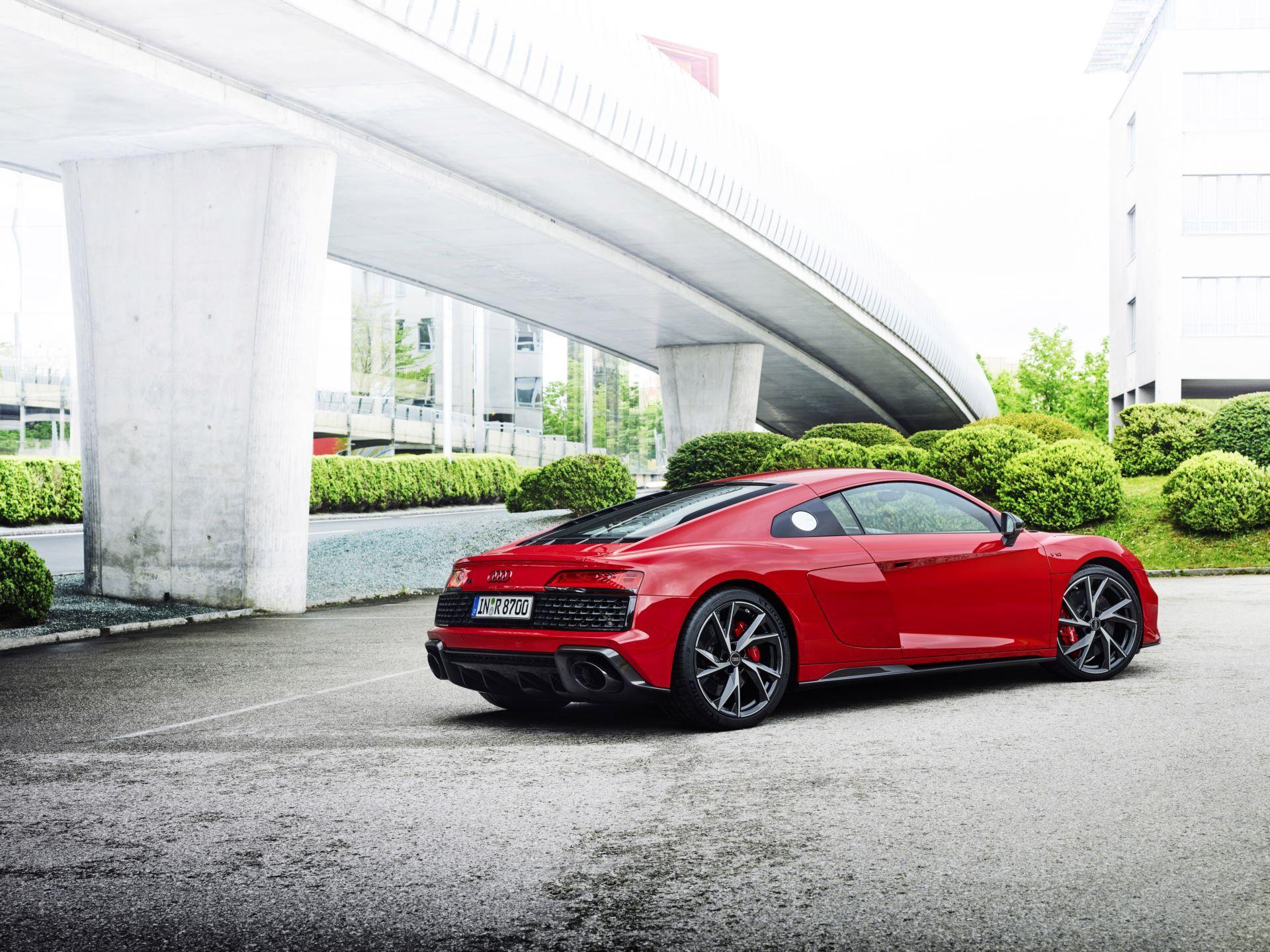 Audi-R8-V10-Performance-RWD-8