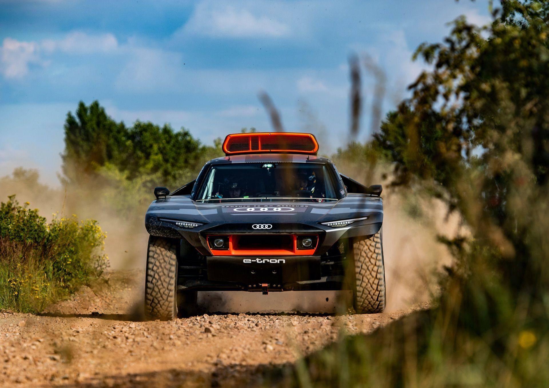 Audi-RS-Q-e-tron-11