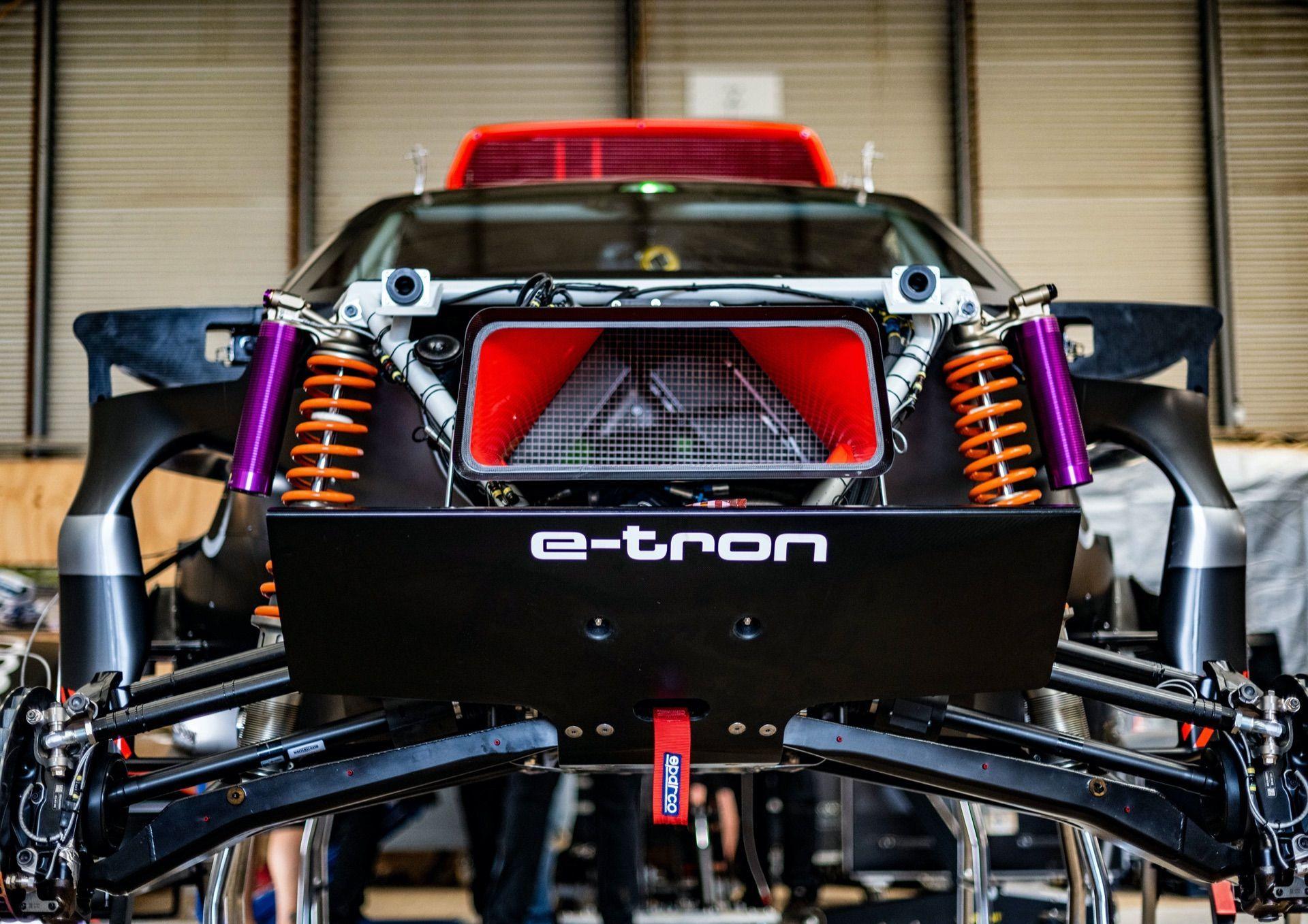 Audi-RS-Q-e-tron-15