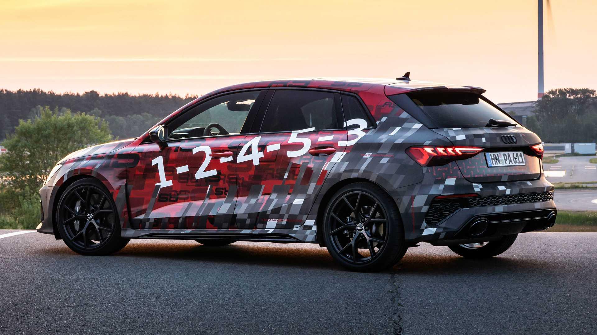 1_2022-audi-rs3-sportback-rear-quarter
