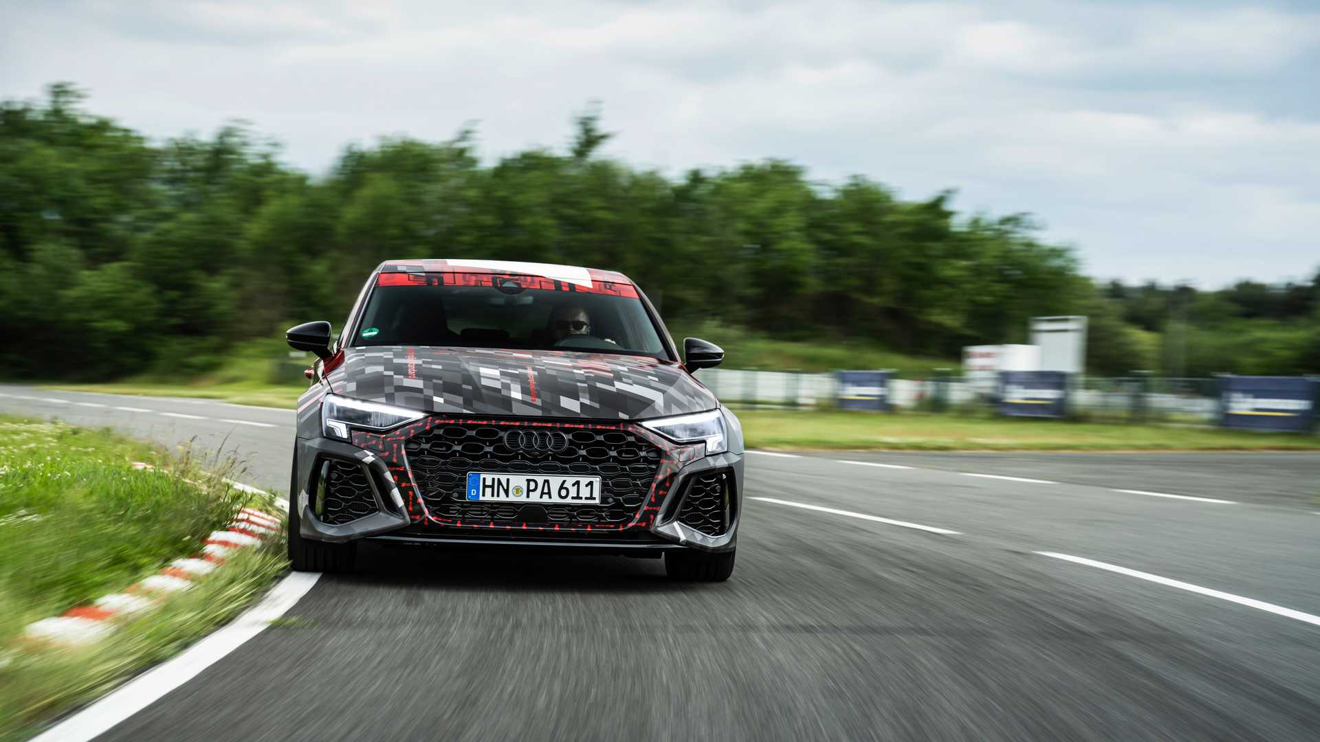 2022-audi-rs3-sportback-front-view-4