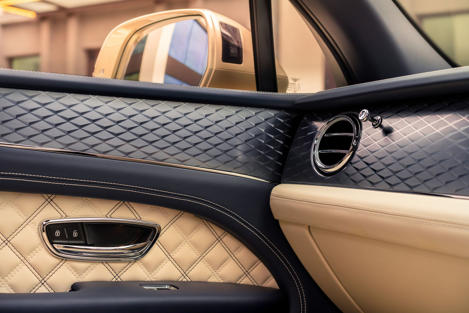 Bentley-Bentayga-Hybrid-Facelift-2021-18
