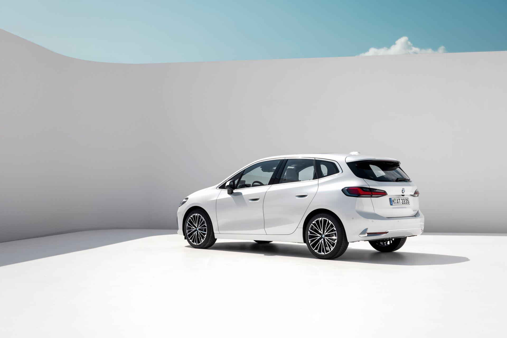 BMW-2-Series-Active-Tourer-2022-25