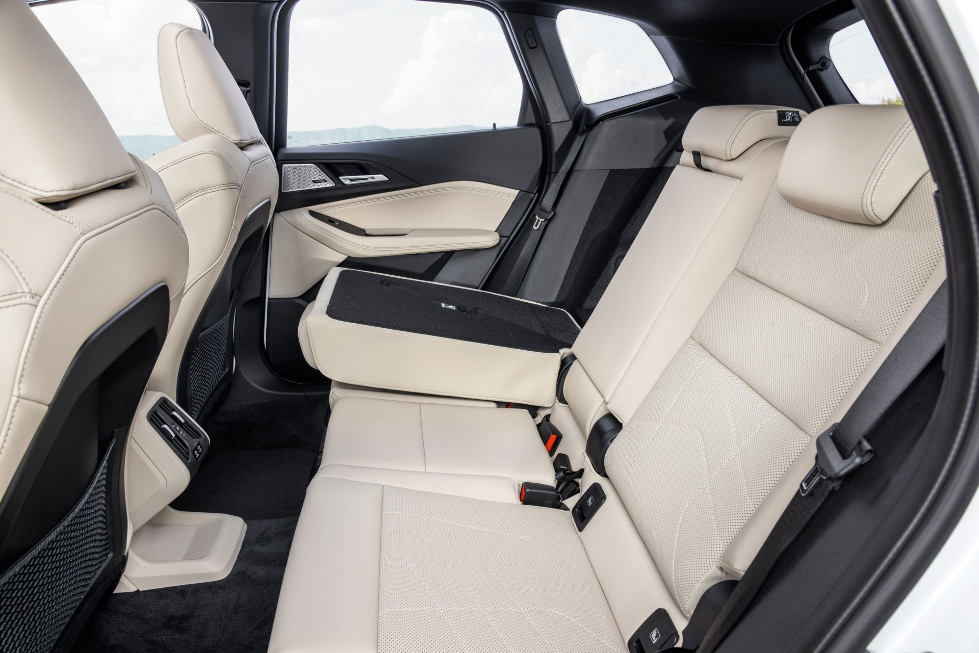 BMW-2-Series-Active-Tourer-2022-58