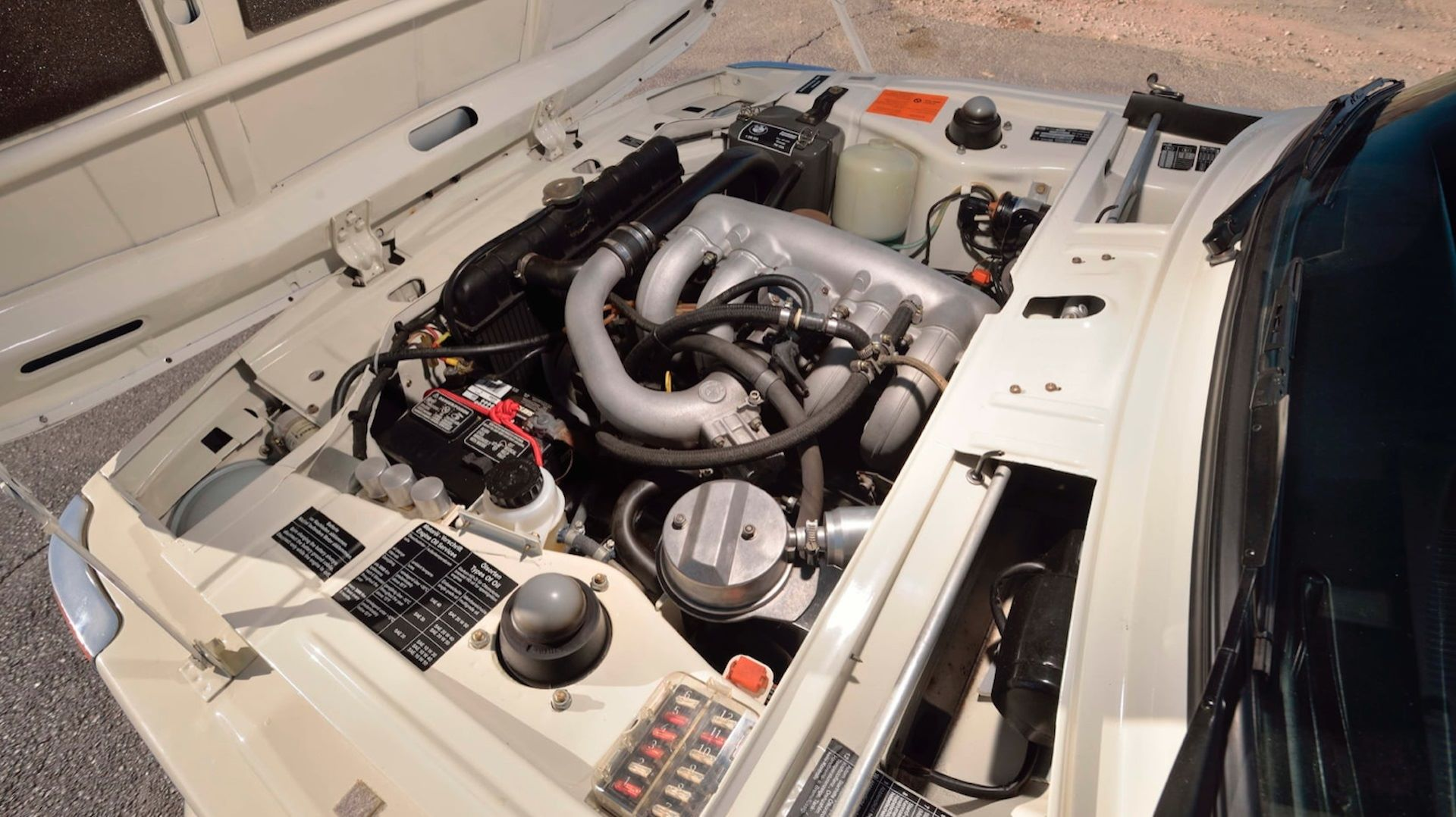 BMW-2002-Turbo-11