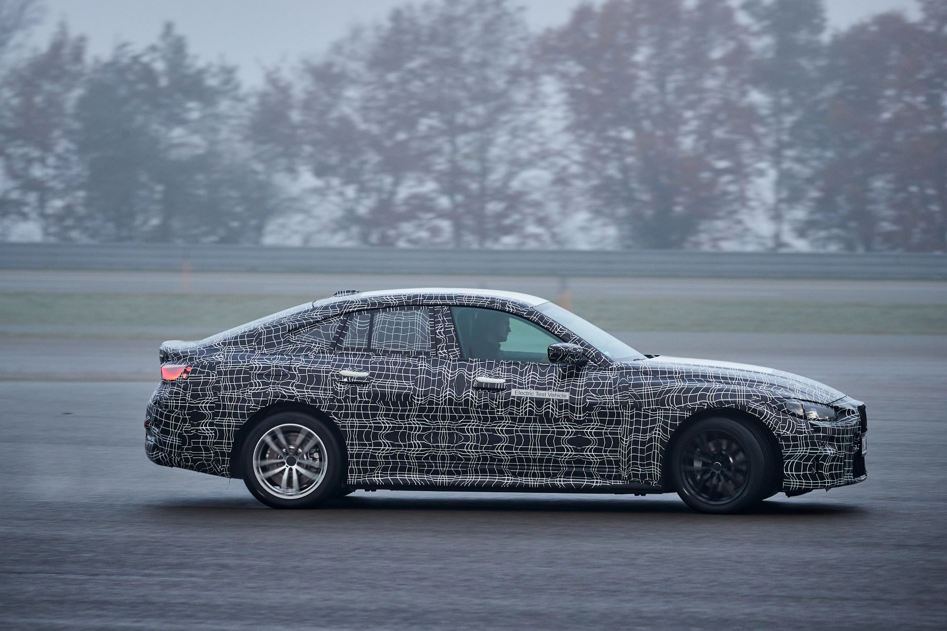 BMW-i4-spy-photos-33