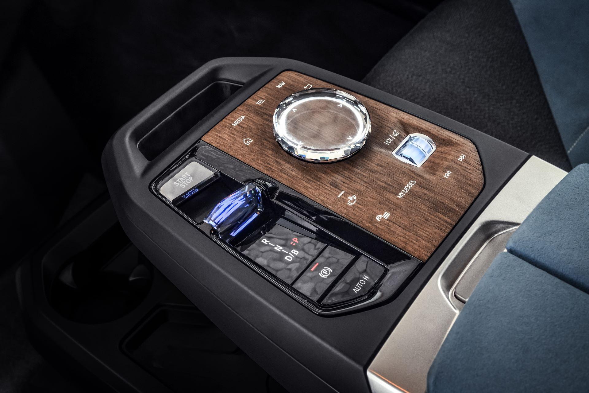 BMW-iDrive-8-32