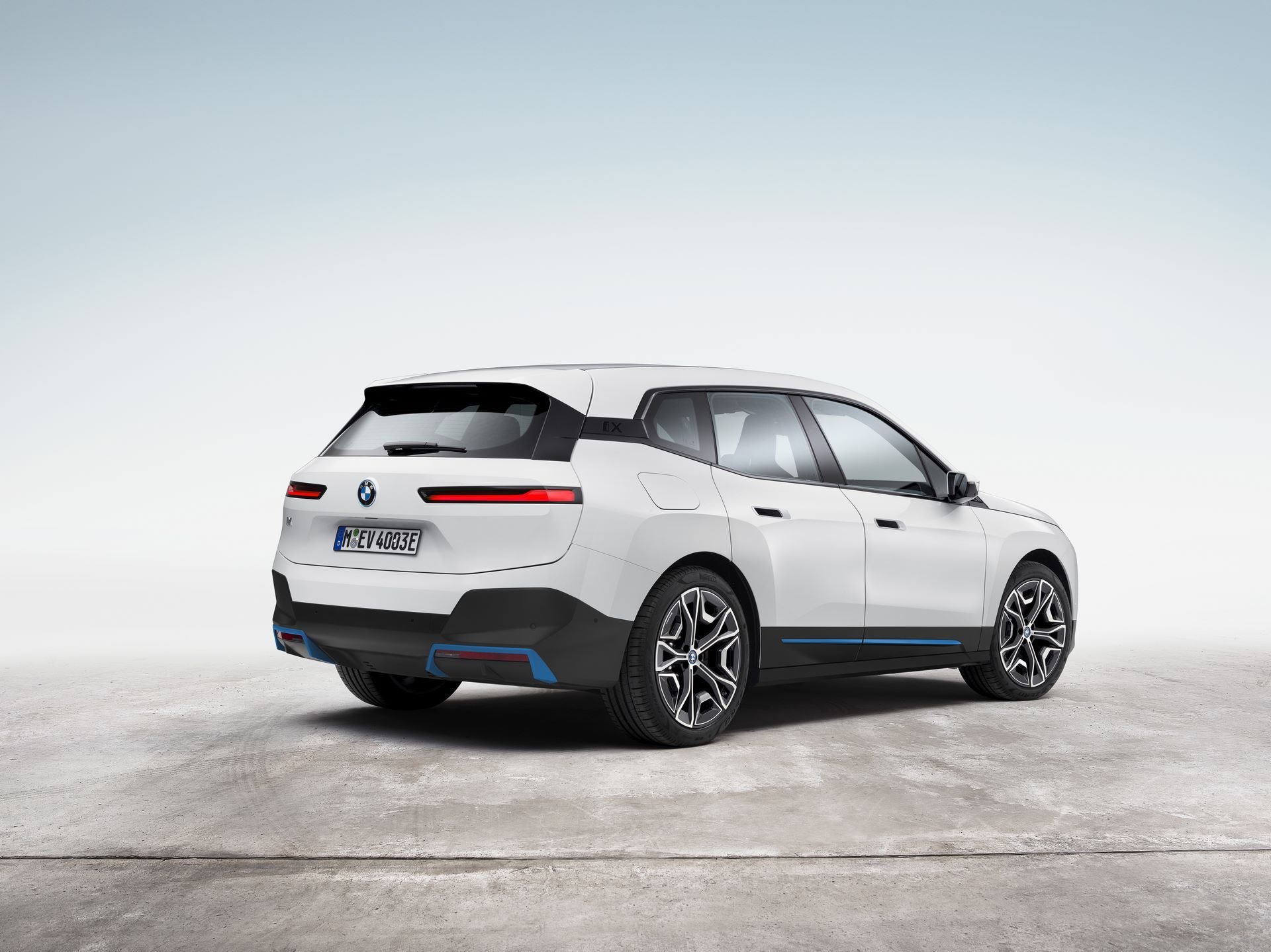 BMW-iX-15