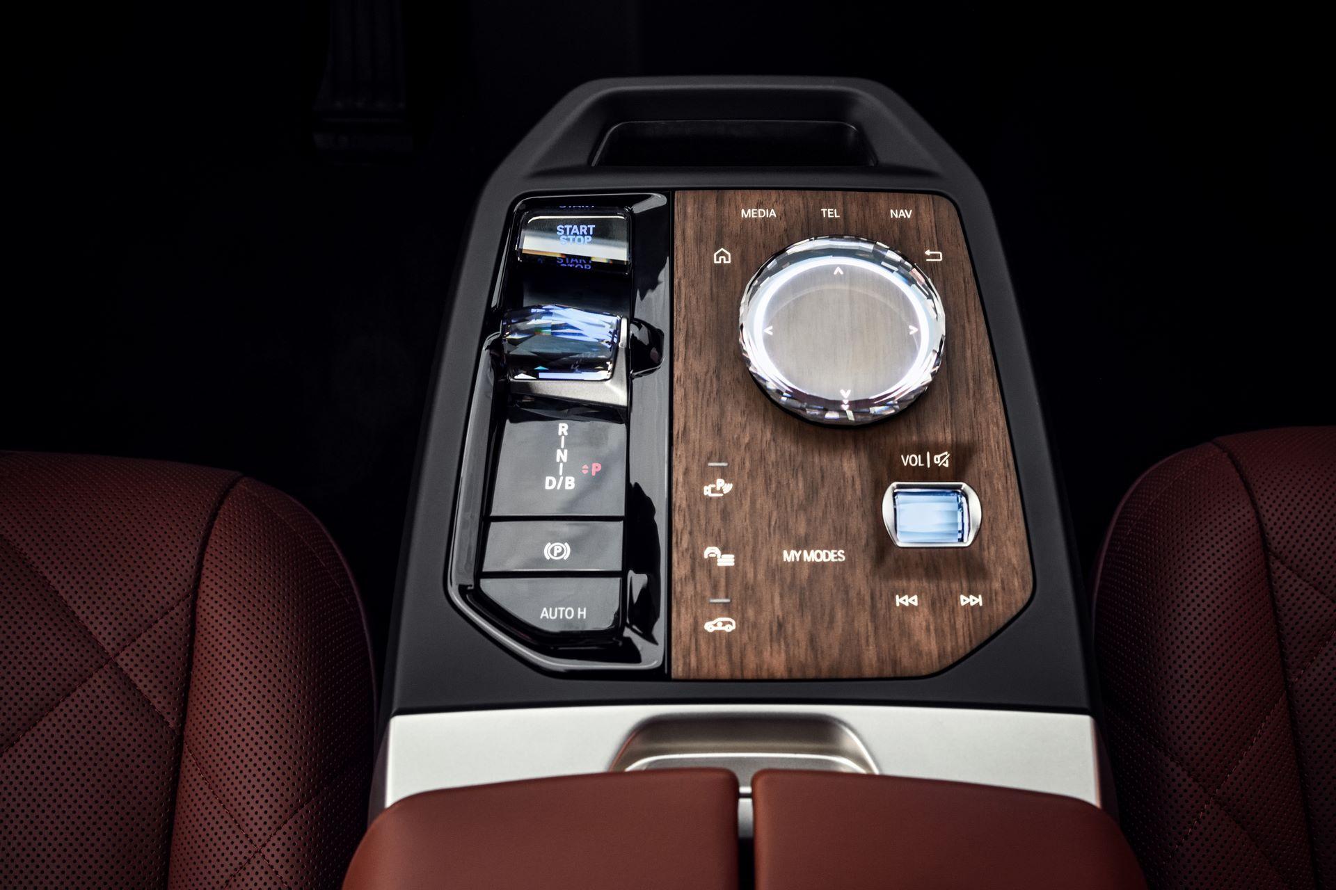 BMW-iX-35