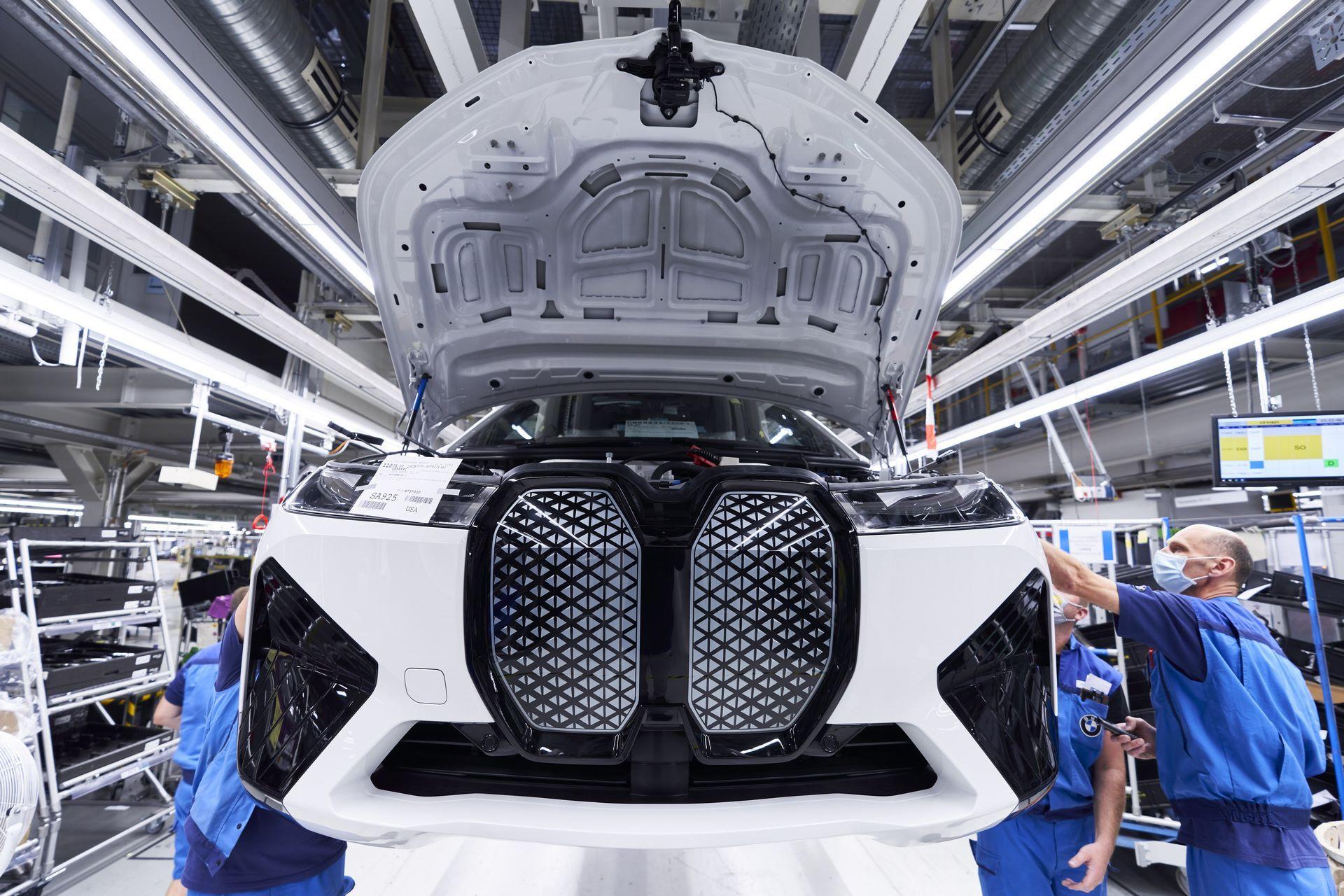 BMW-iX-Plant-10