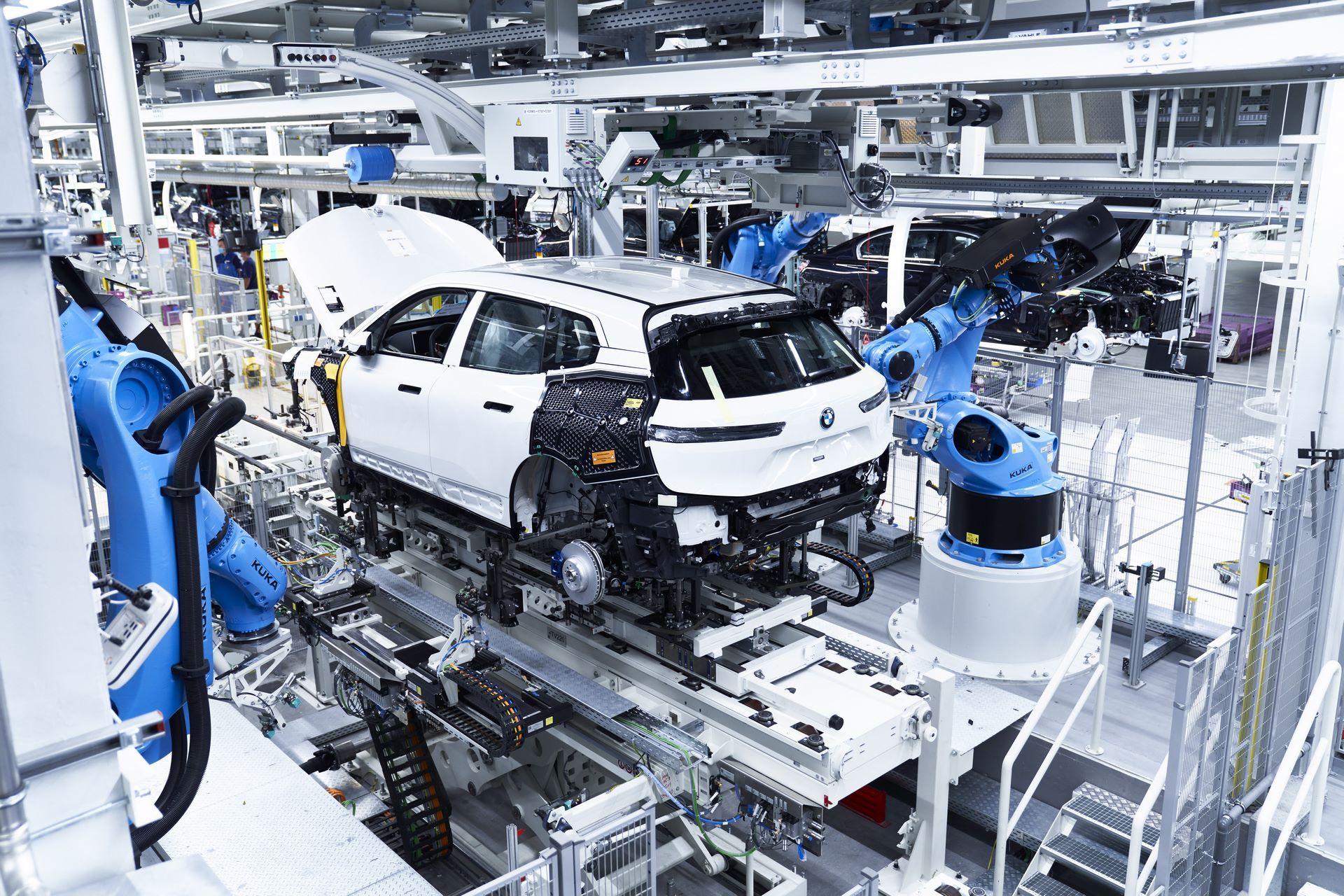 BMW-iX-Plant-11