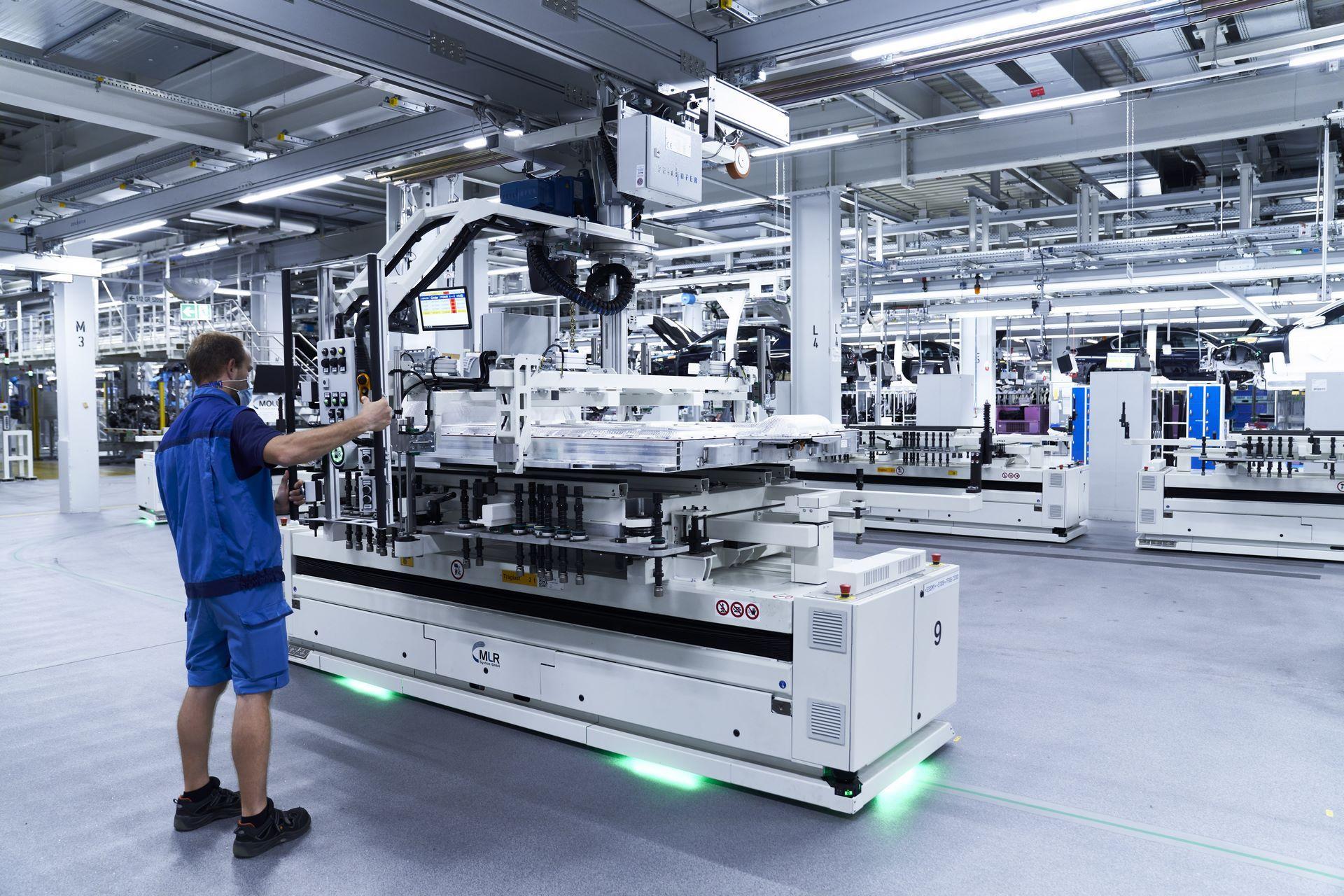 BMW-iX-Plant-12