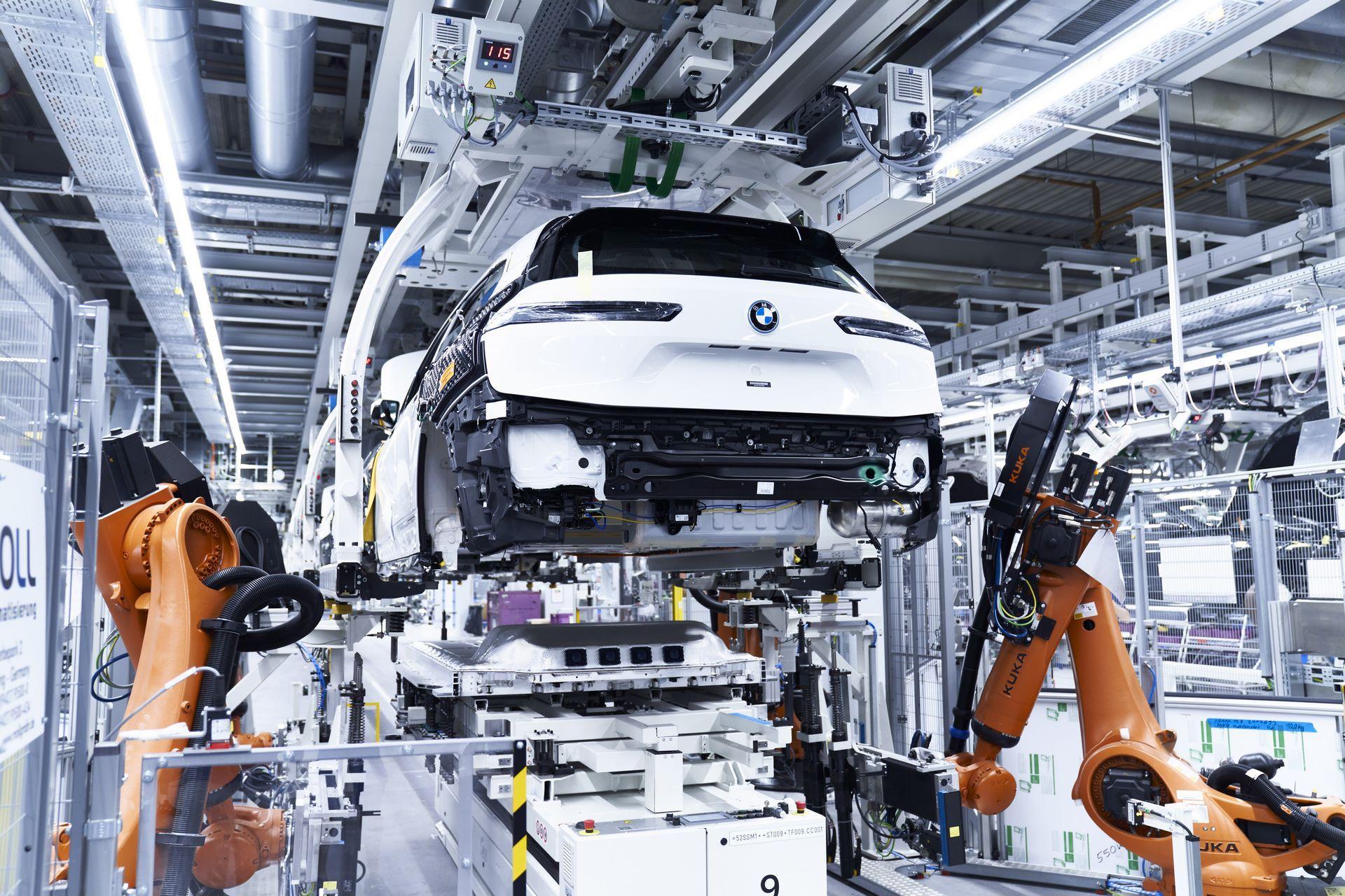 BMW-iX-Plant-13