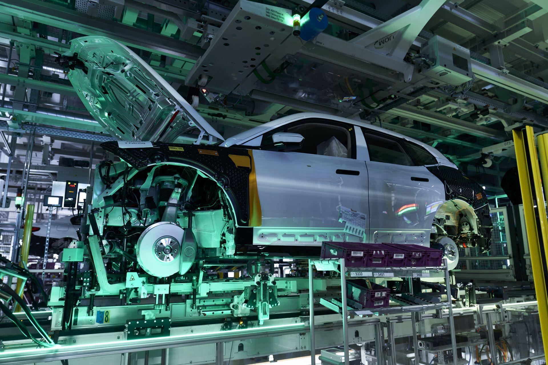 BMW-iX-Plant-14