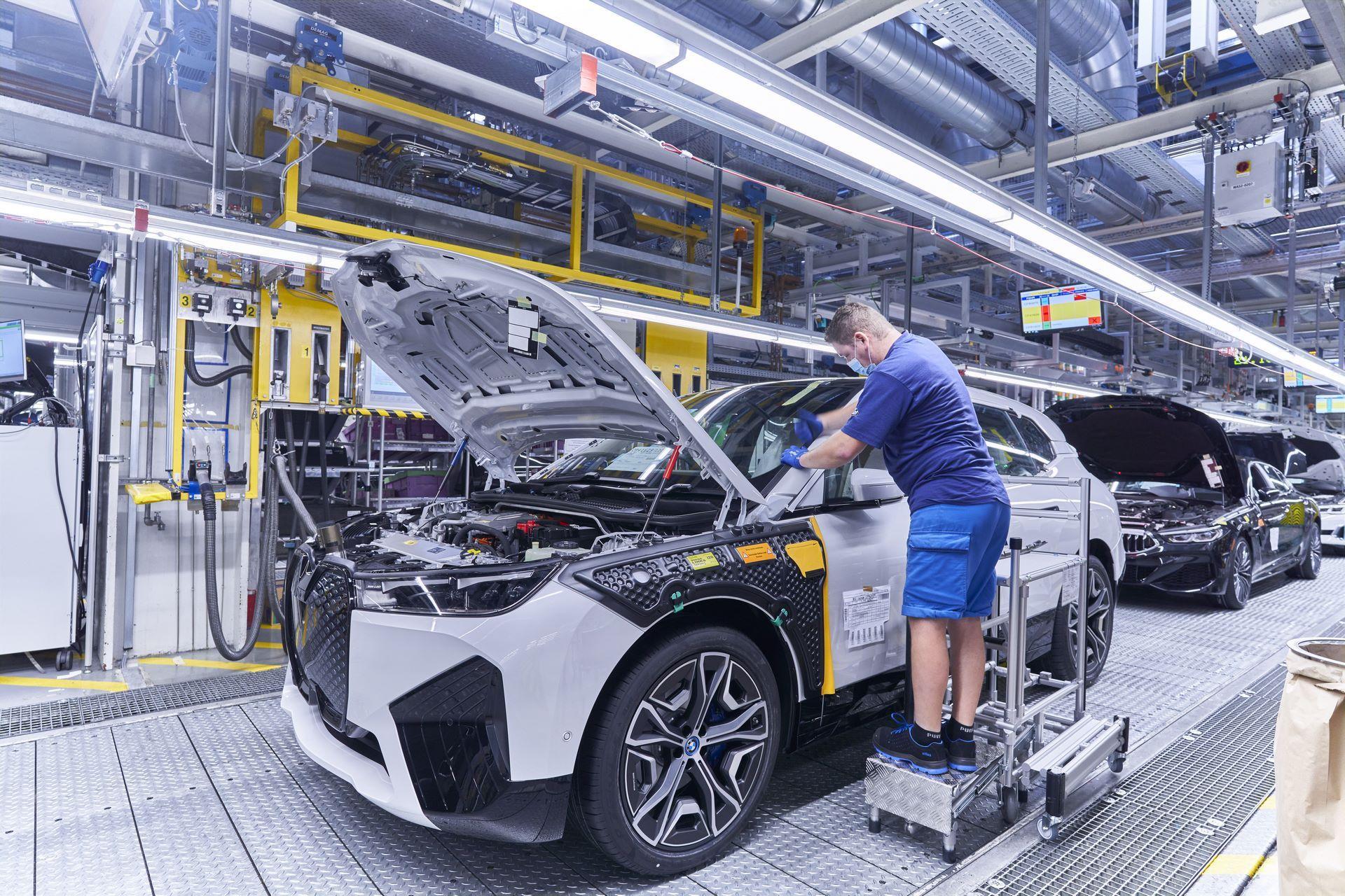 BMW-iX-Plant-17