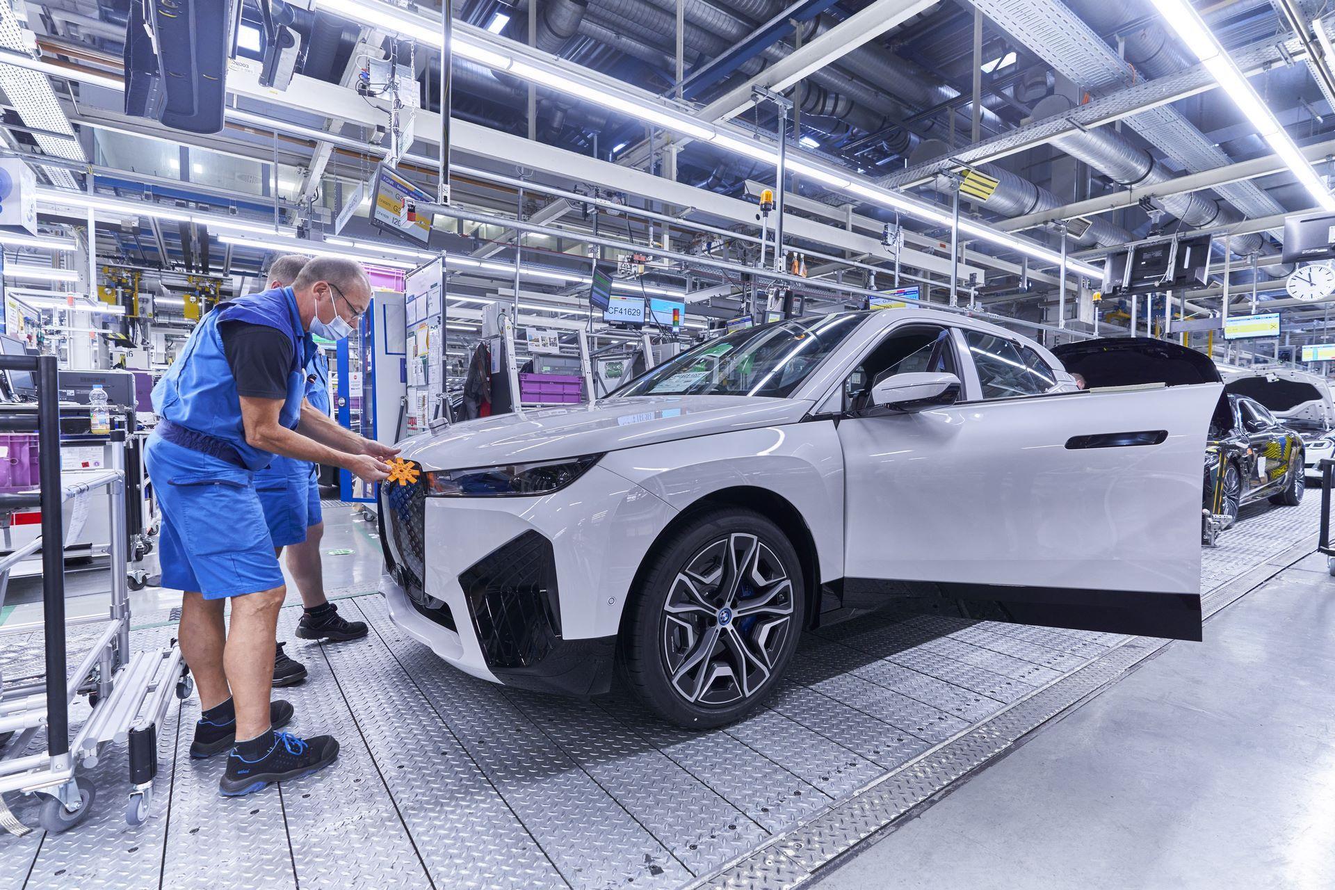 BMW-iX-Plant-18