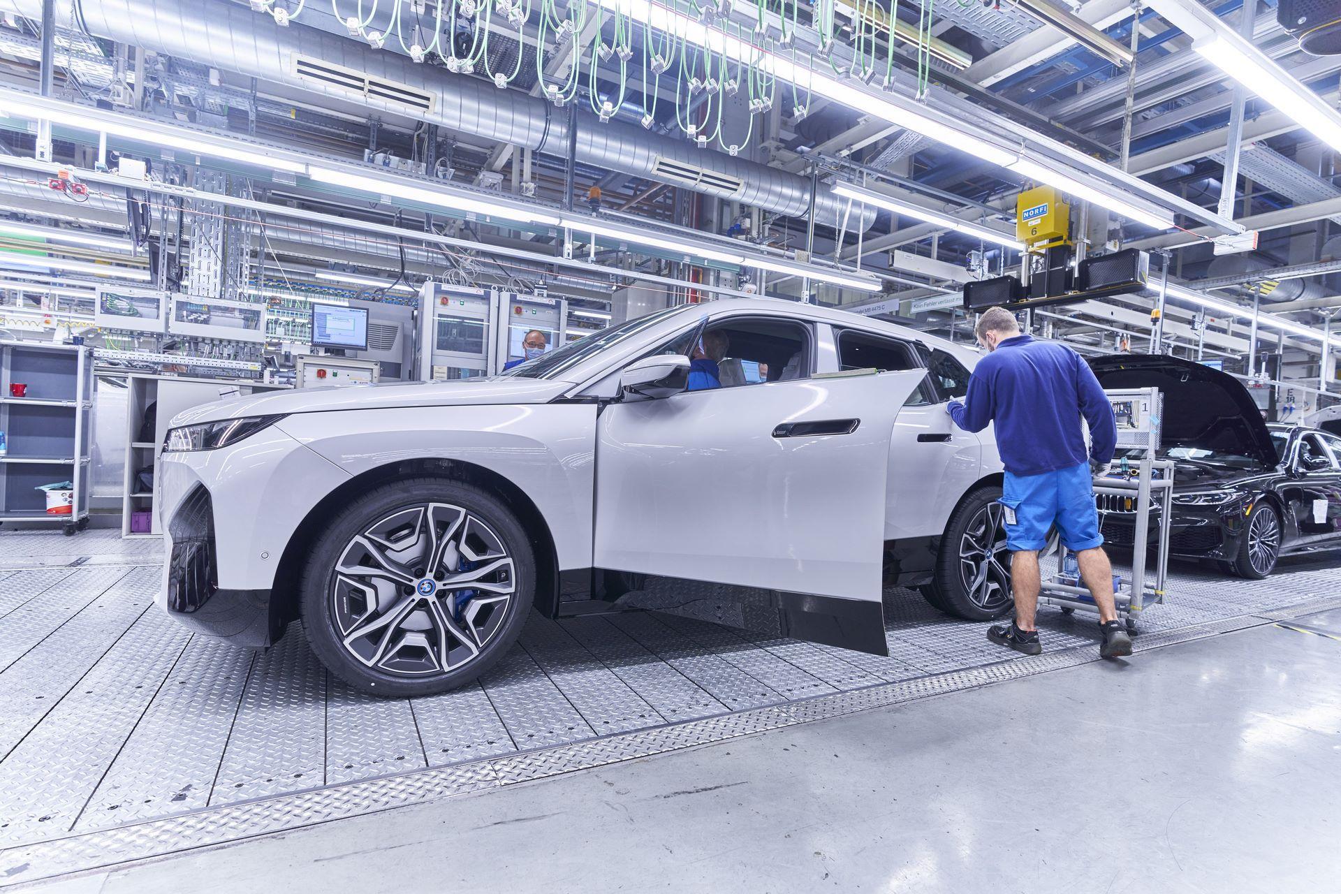 BMW-iX-Plant-19