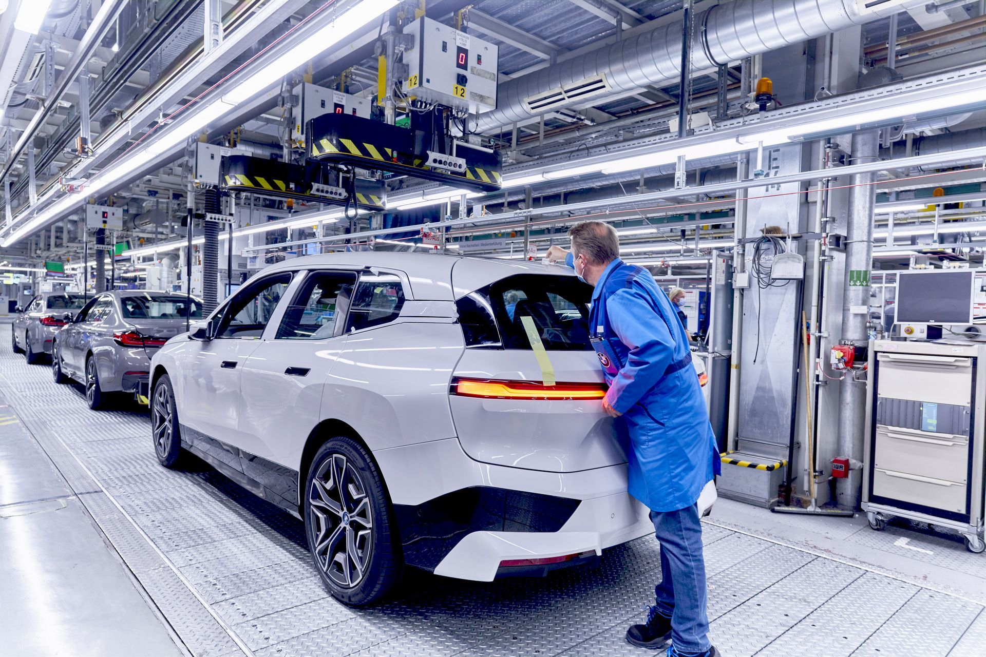 BMW-iX-Plant-21