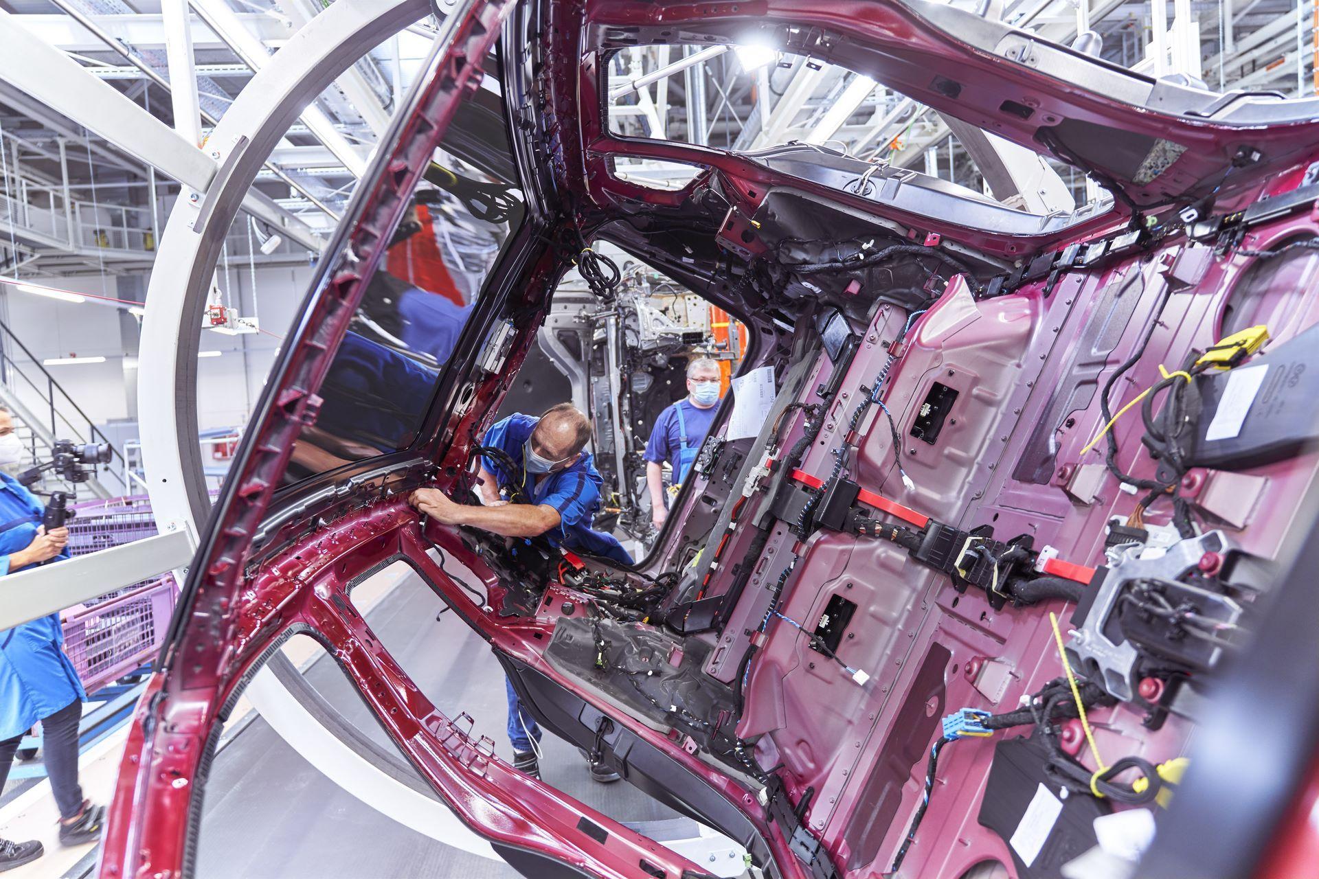 BMW-iX-Plant-7